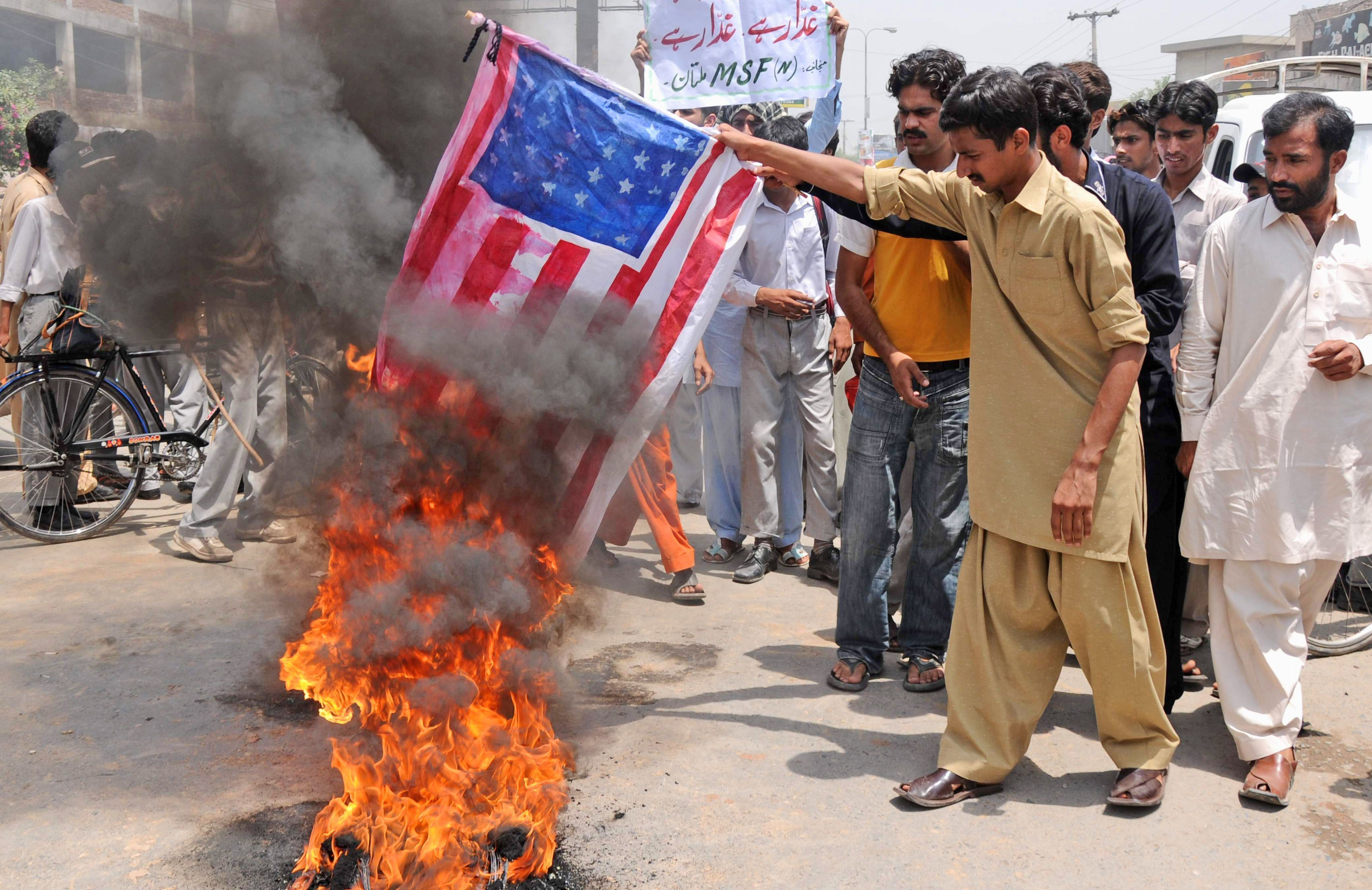 Flag burning in Pakistan