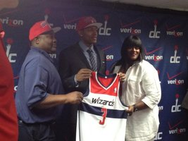 Bradley Beal, the Washington Wizards&#39; No. 3 pick in Thursday&#39;s draft, stands for photos with his parents. (Nicolas Nightingale/The Washington Times)
