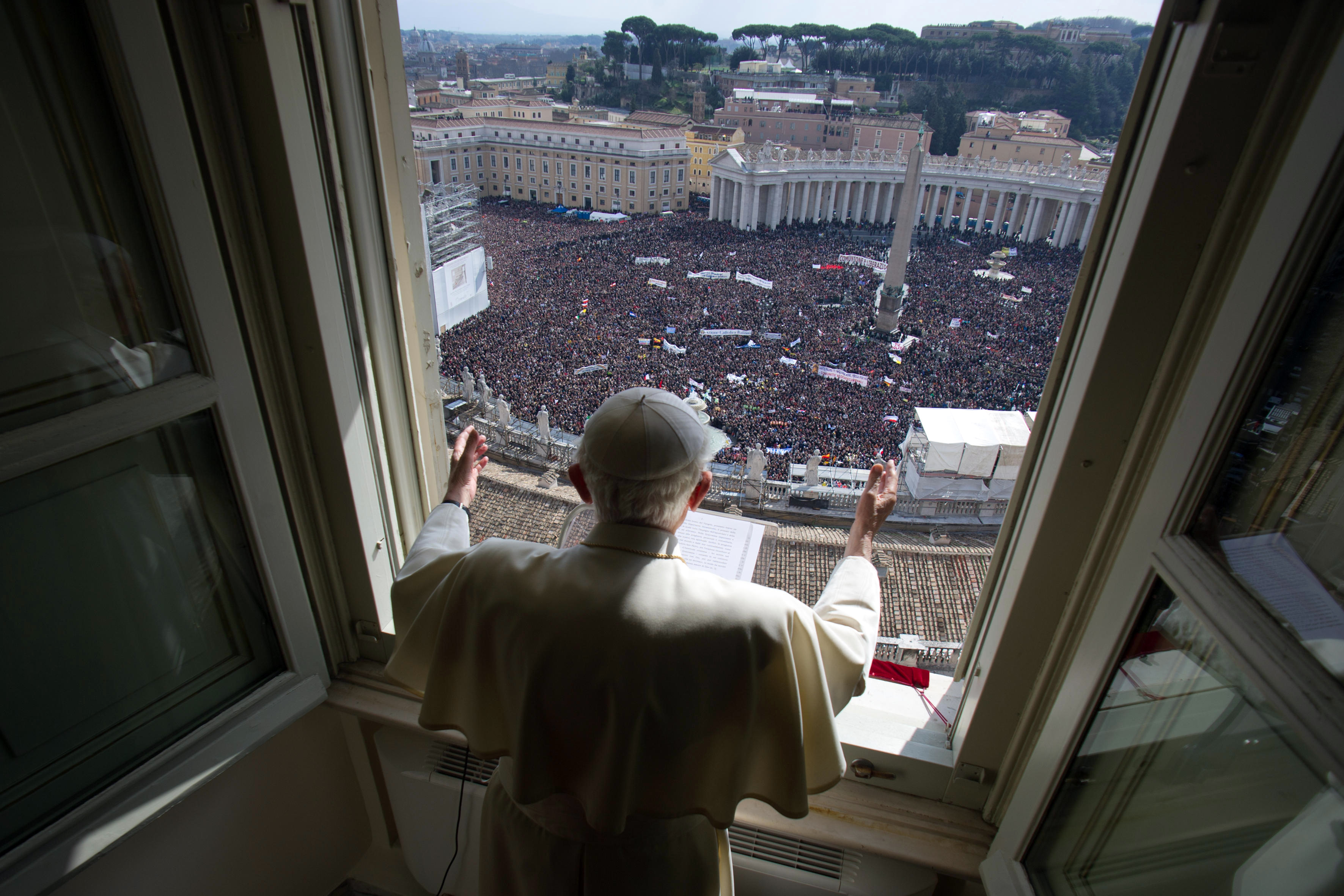 Pope Benedict XVI gives final Sunday blessing before resigning