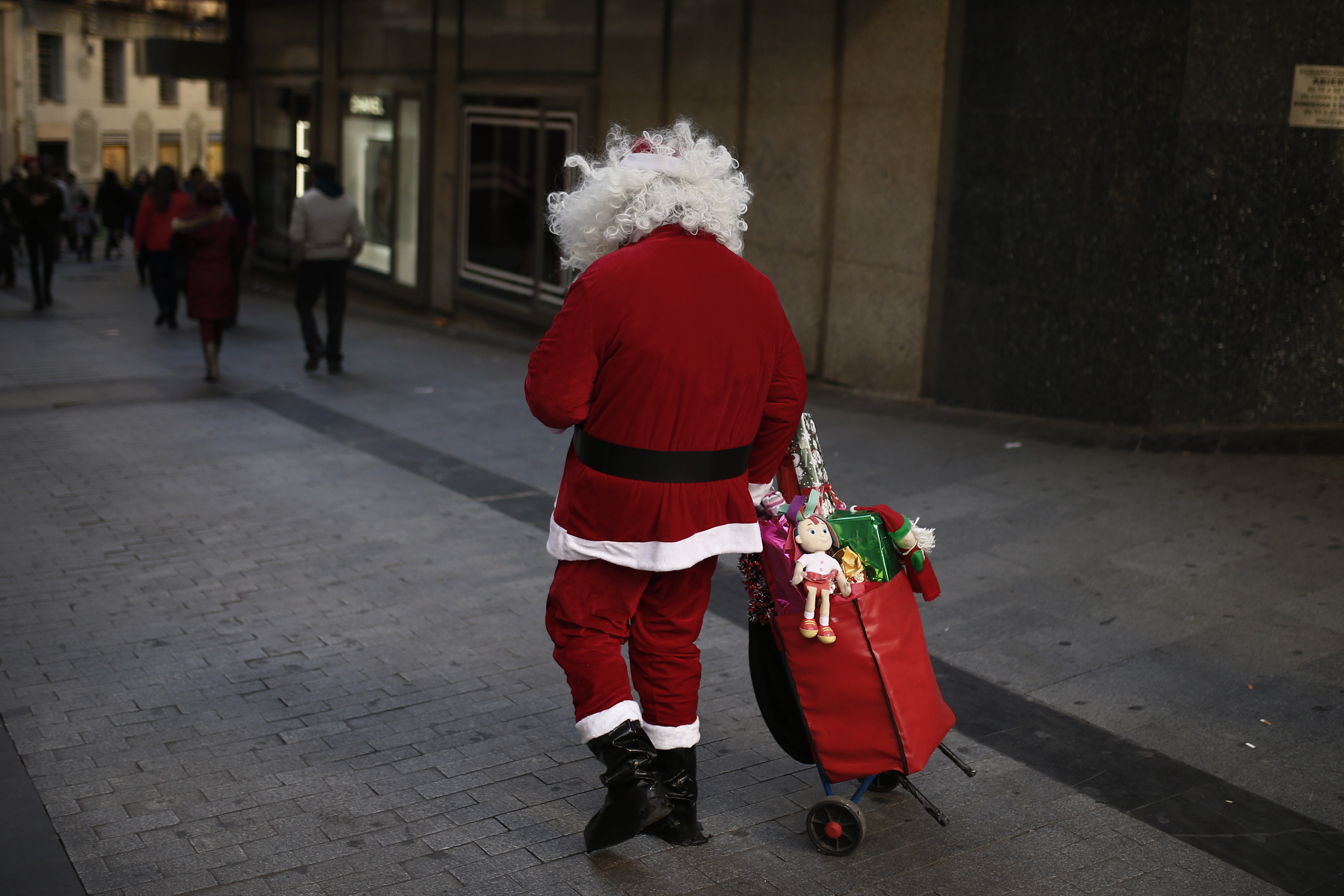Greenpeace video warns that climate change is wrecking Santa's home