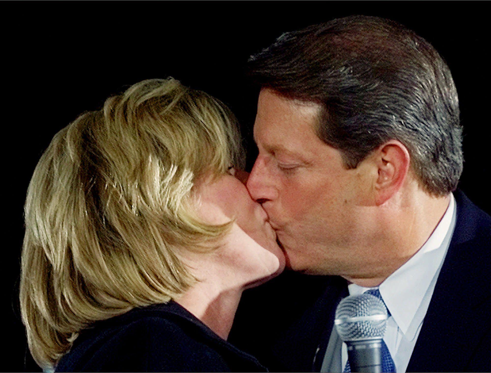 al and tipper kissing close up