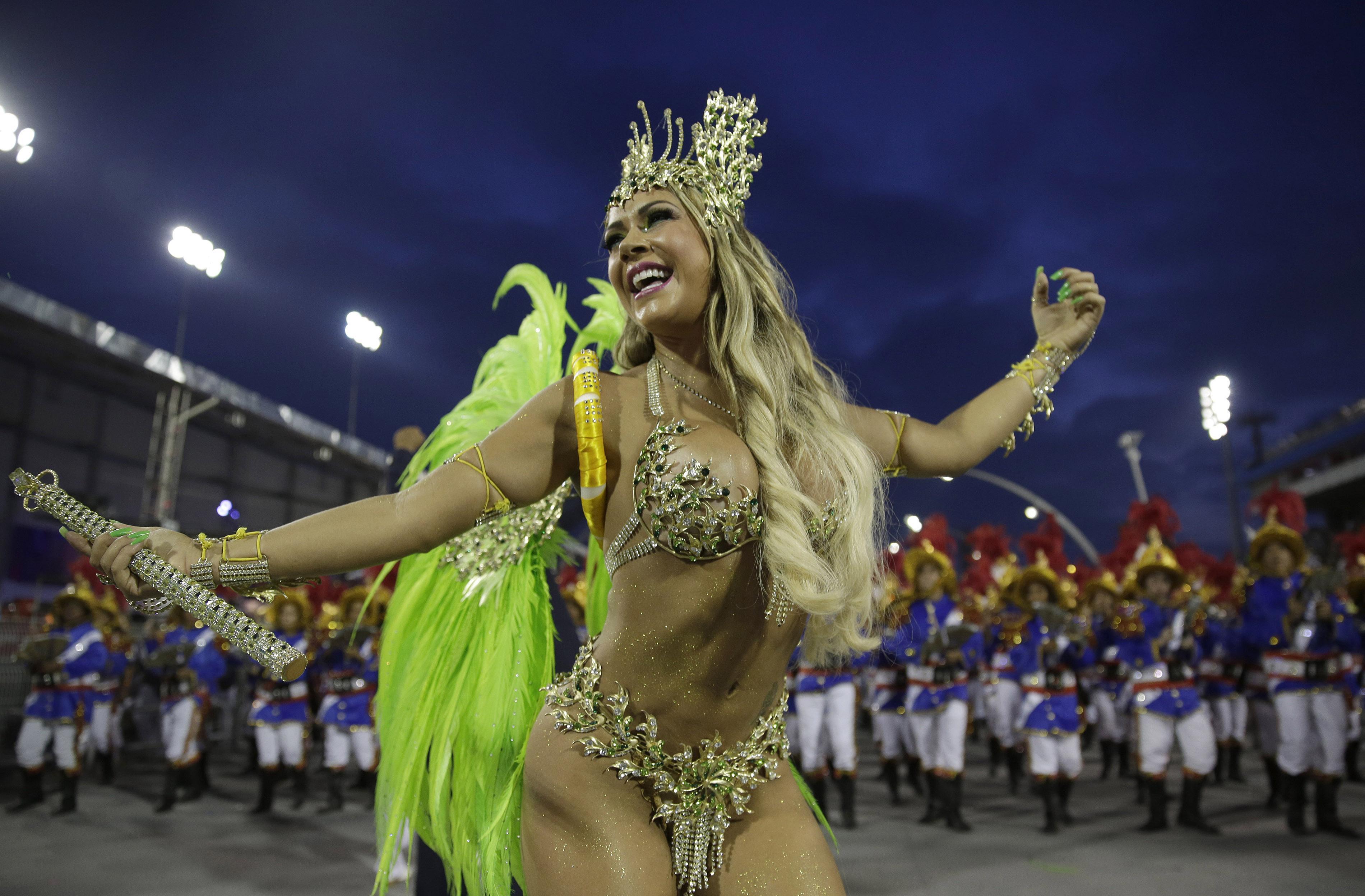 Трусики на бразильском карнавале 19 фотография