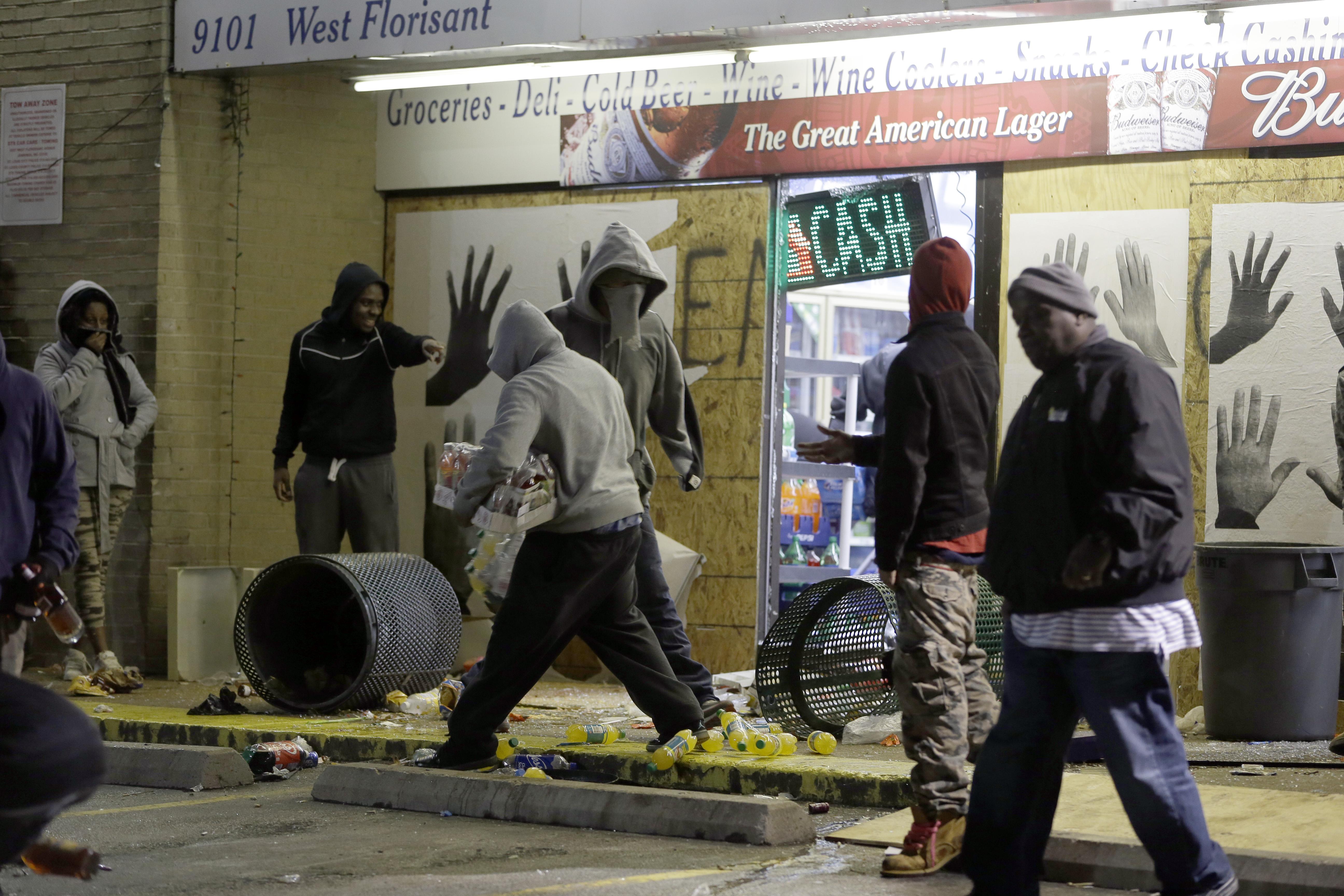 Rioting breaks out in Ferguson after grand jury clears Darren Wilson ...