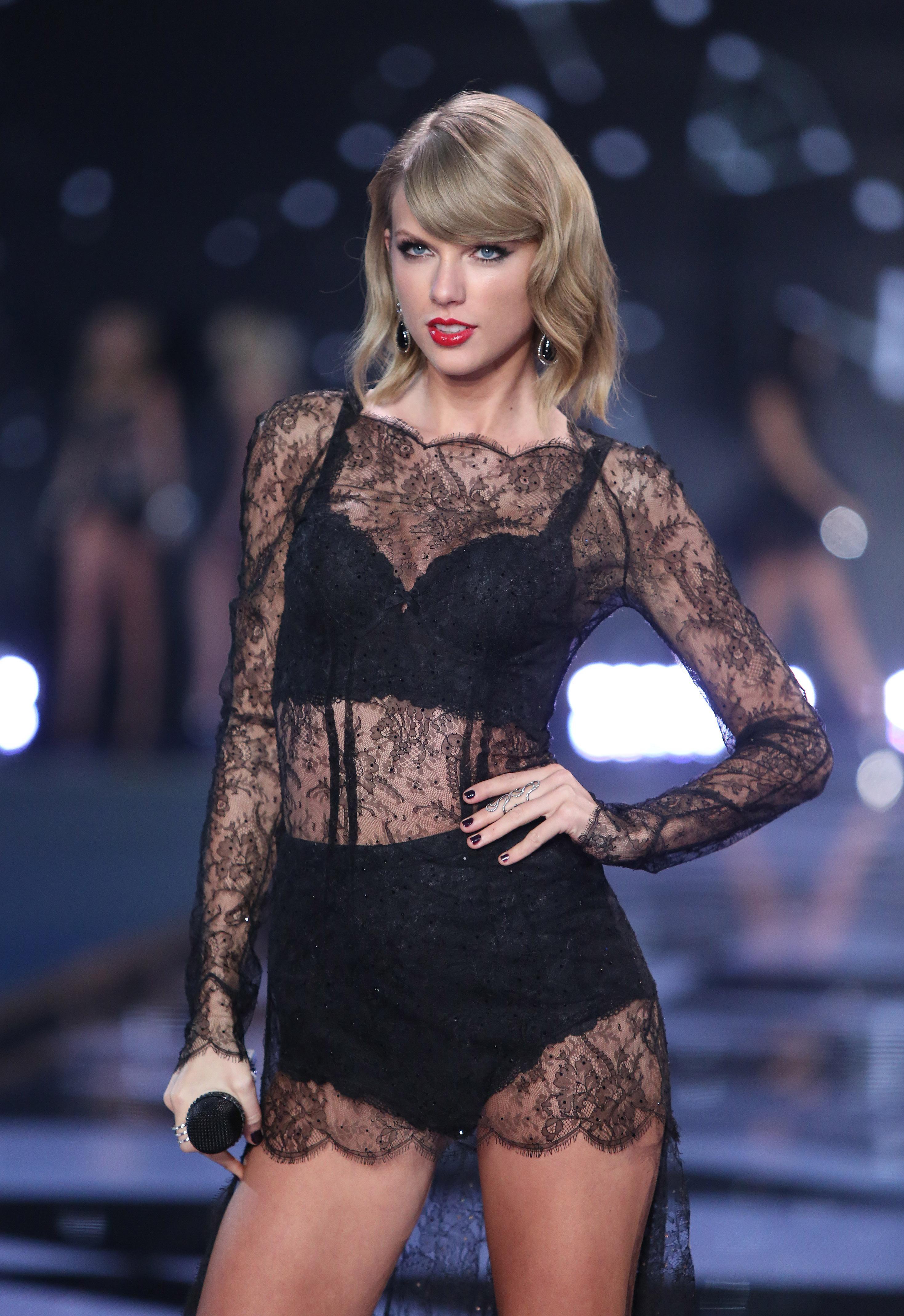 6de7e88c1bd Taylor Swift stars at Victoria's Secret show - Washington Times