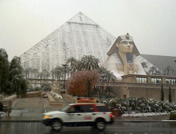 Las Vegas Christmas Weather.Las Vegas To Roll Dice With Cold New Year S Eve Weather