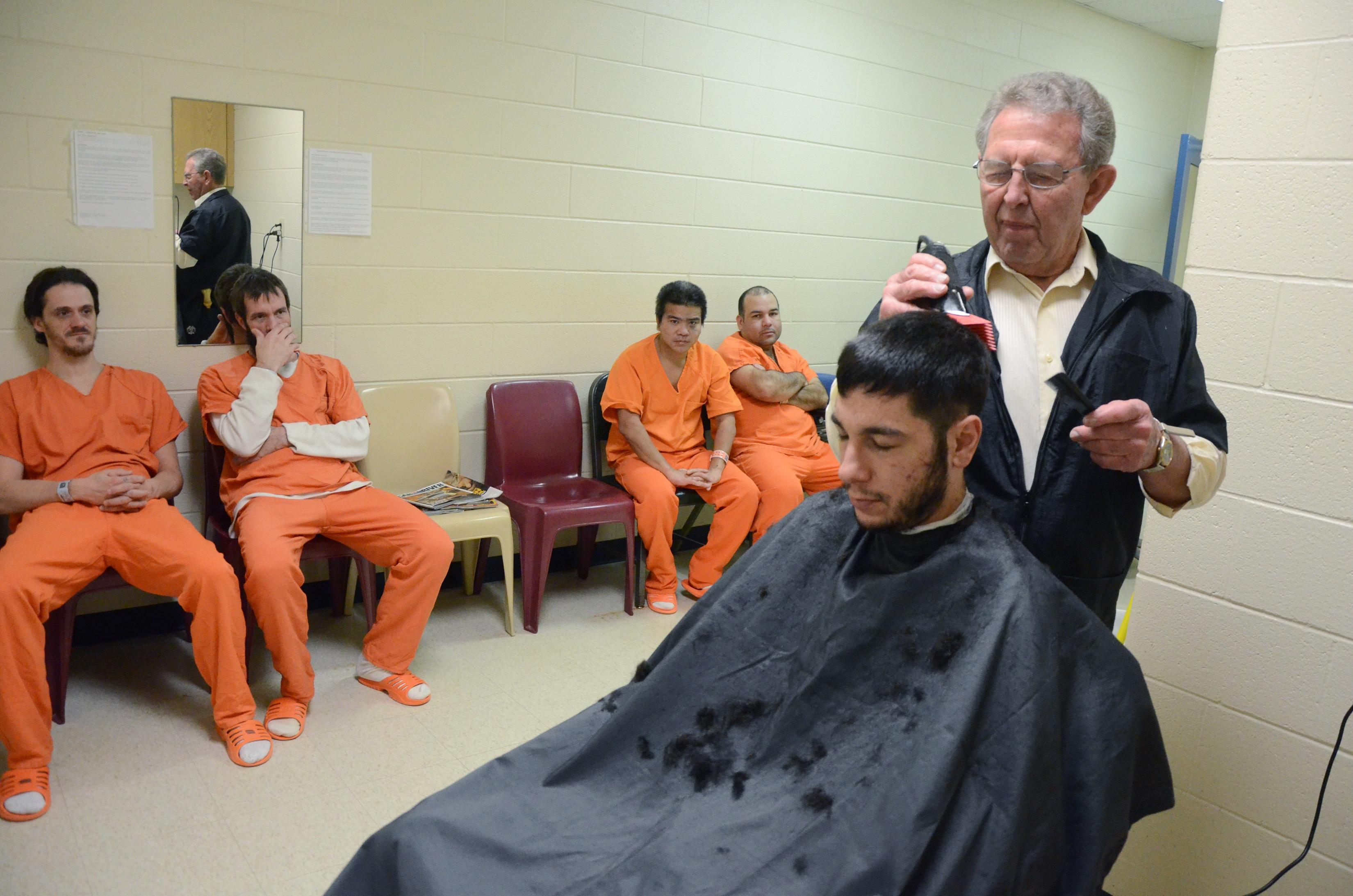 Battle Creek barber provides haircuts for inmates