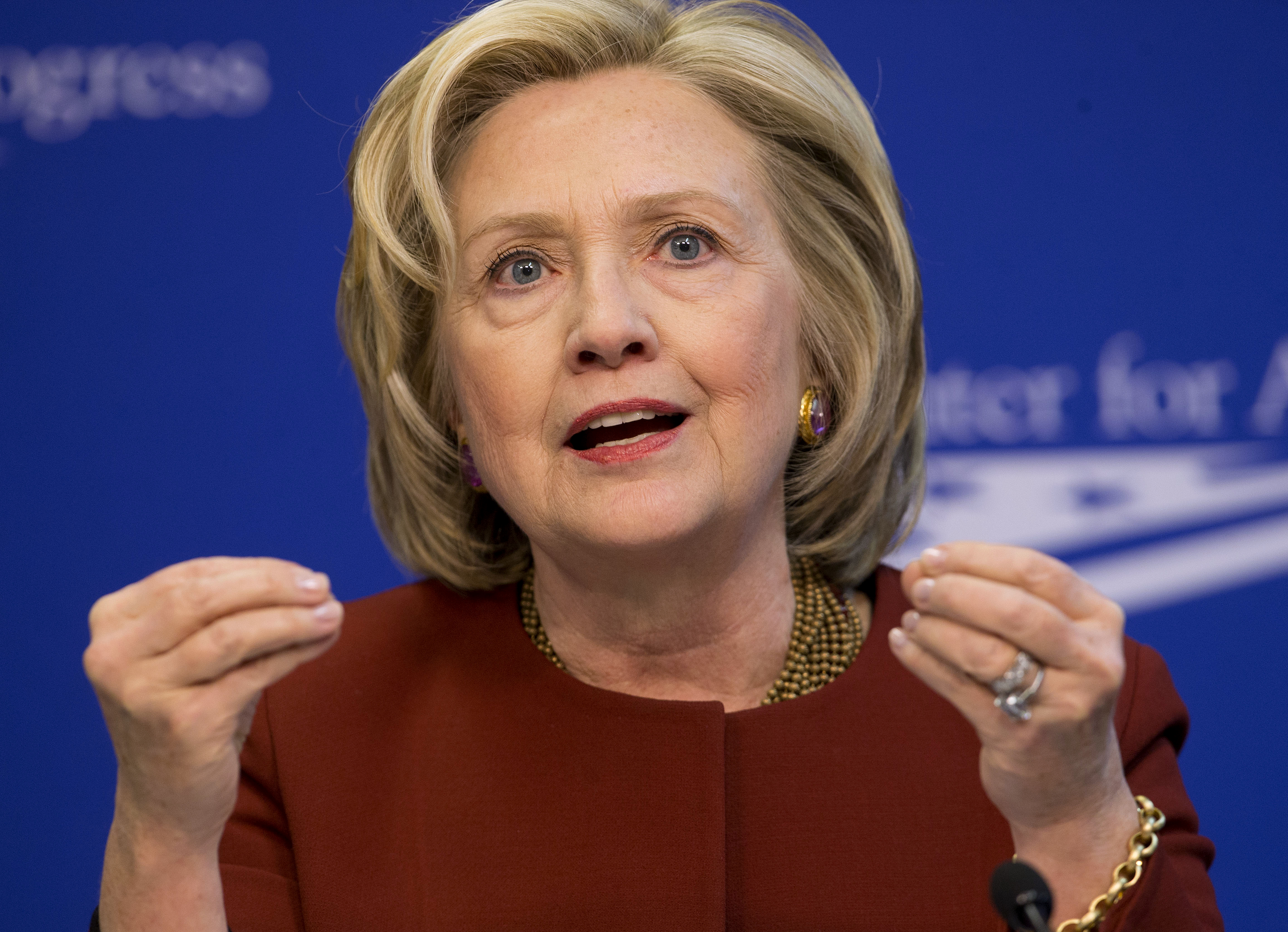hillary clinton jewelry style guru fashion glitz