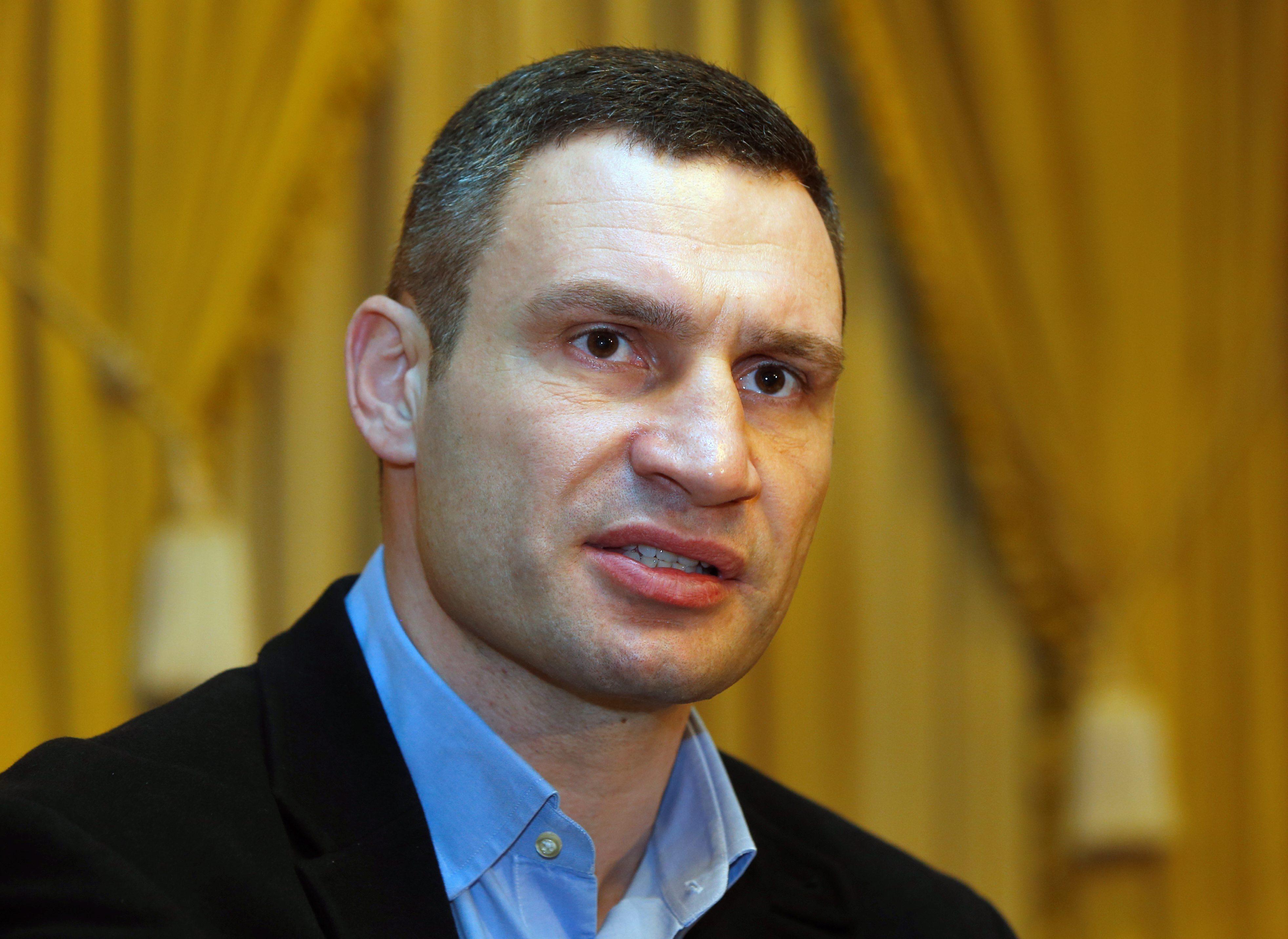 Vitali Klitschko failed to pronounce the word totalitarianism 05/25/2016
