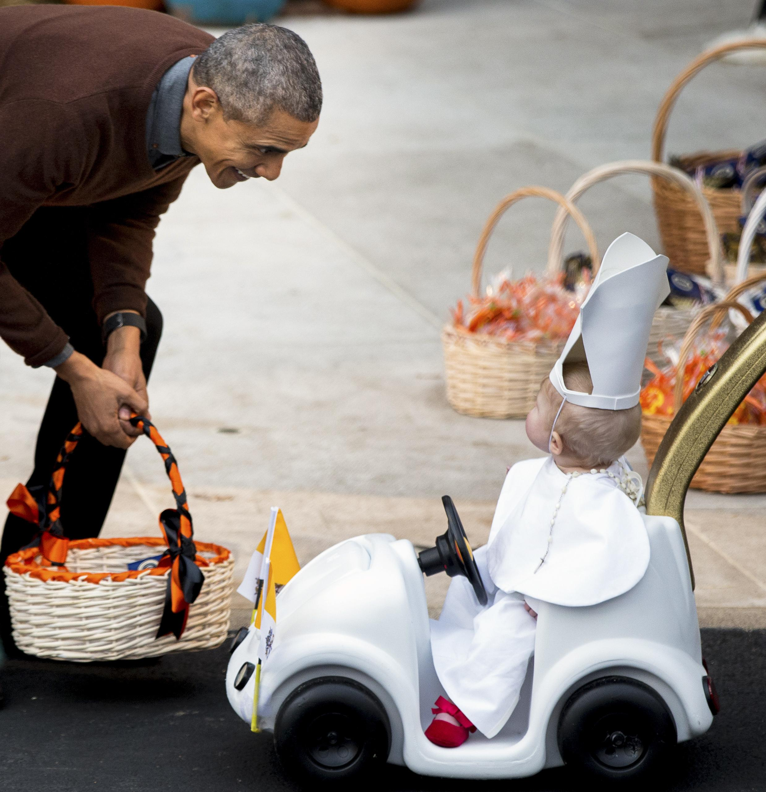 obama gives lil' pope 'top prize' for halloween costume - washington