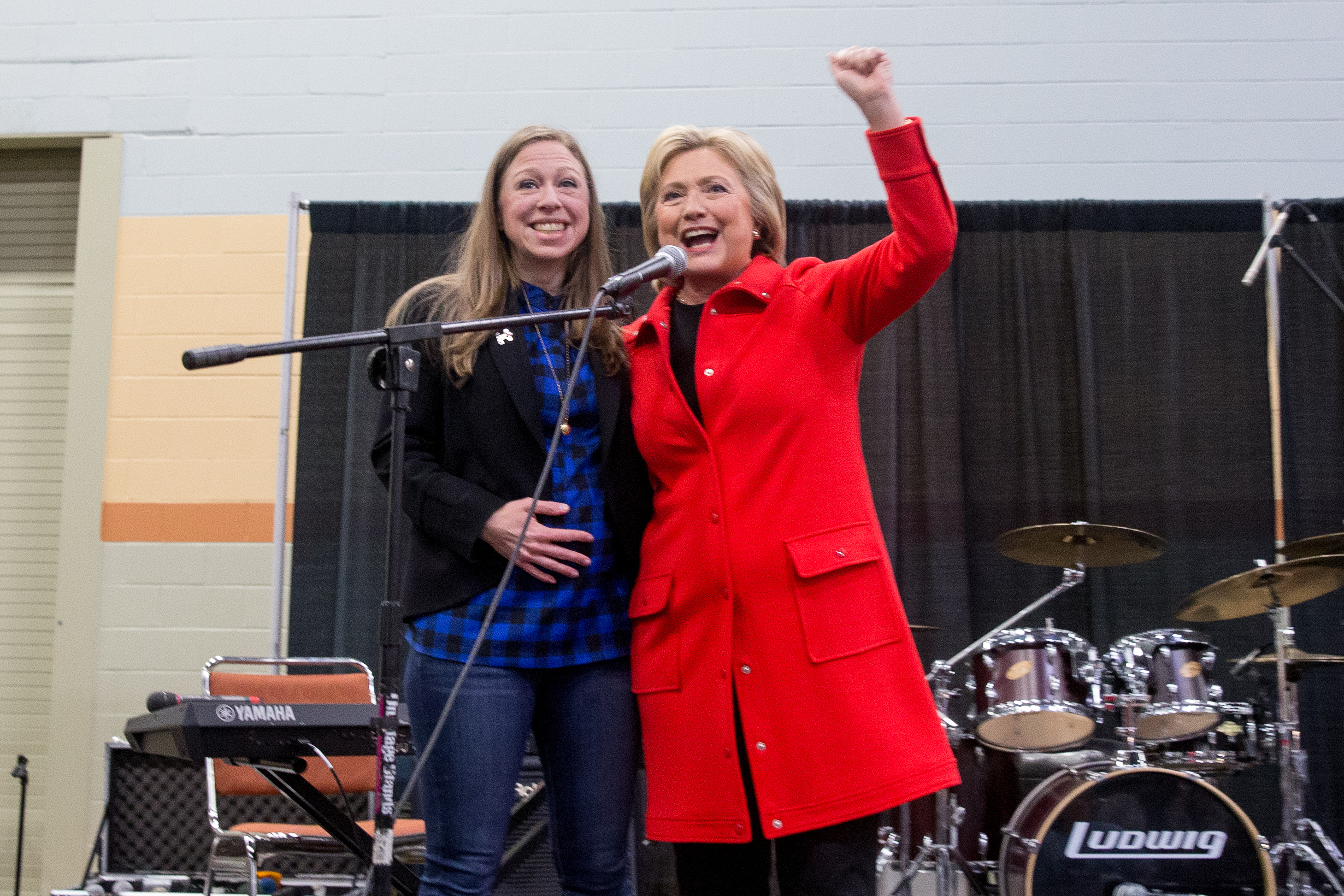 Hillary, Chelsea Clinton in talks to launch production company: Reports