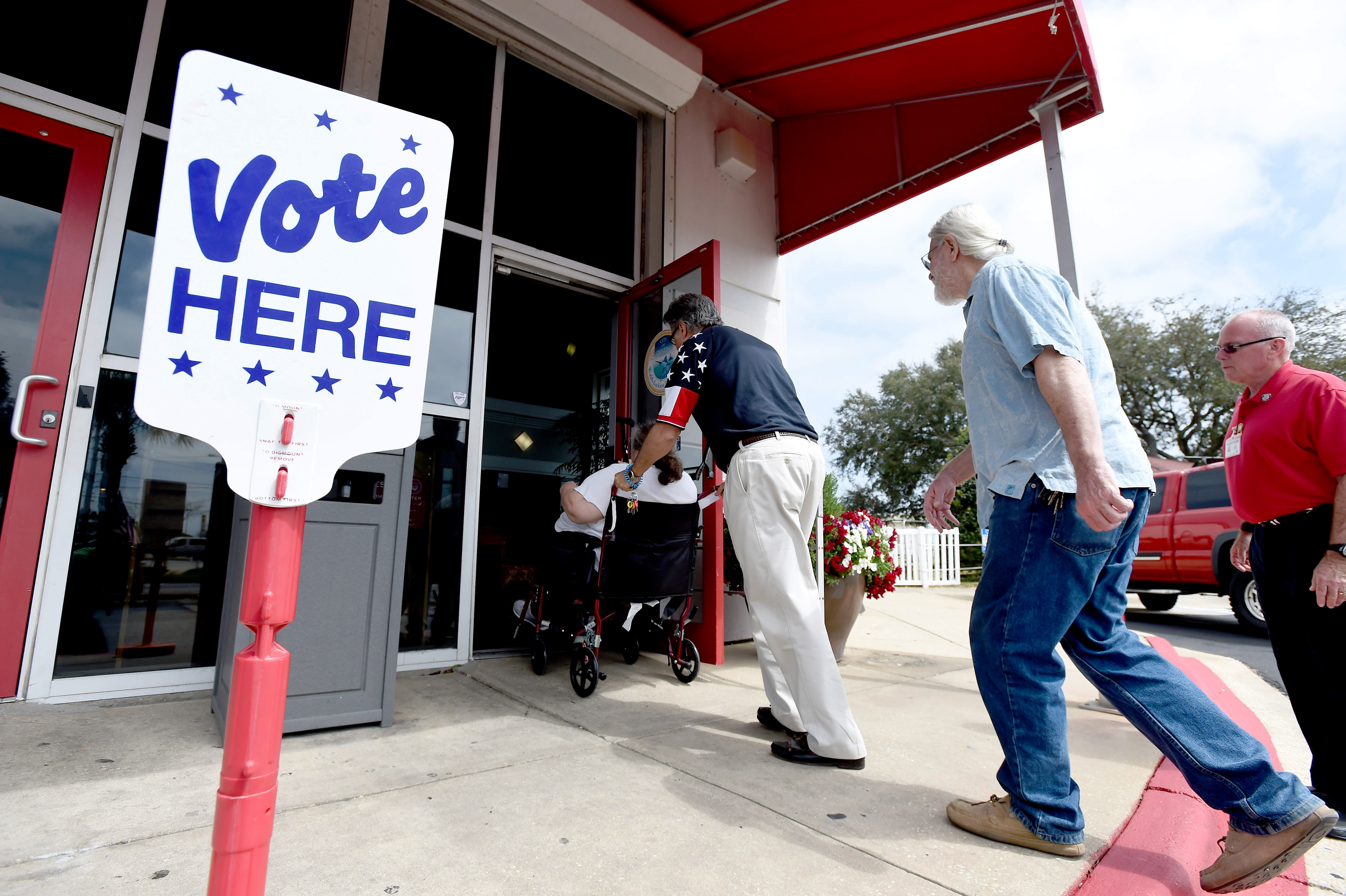 Florida requires ex-felons to pay court fines before getting voting ri