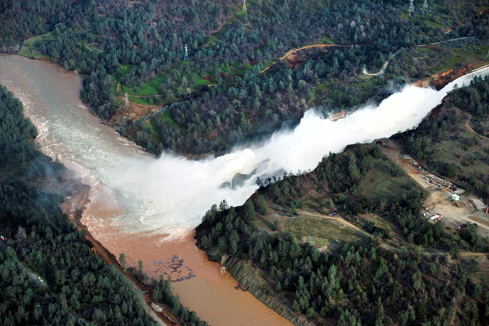 Oroville Dam flood danger recedes