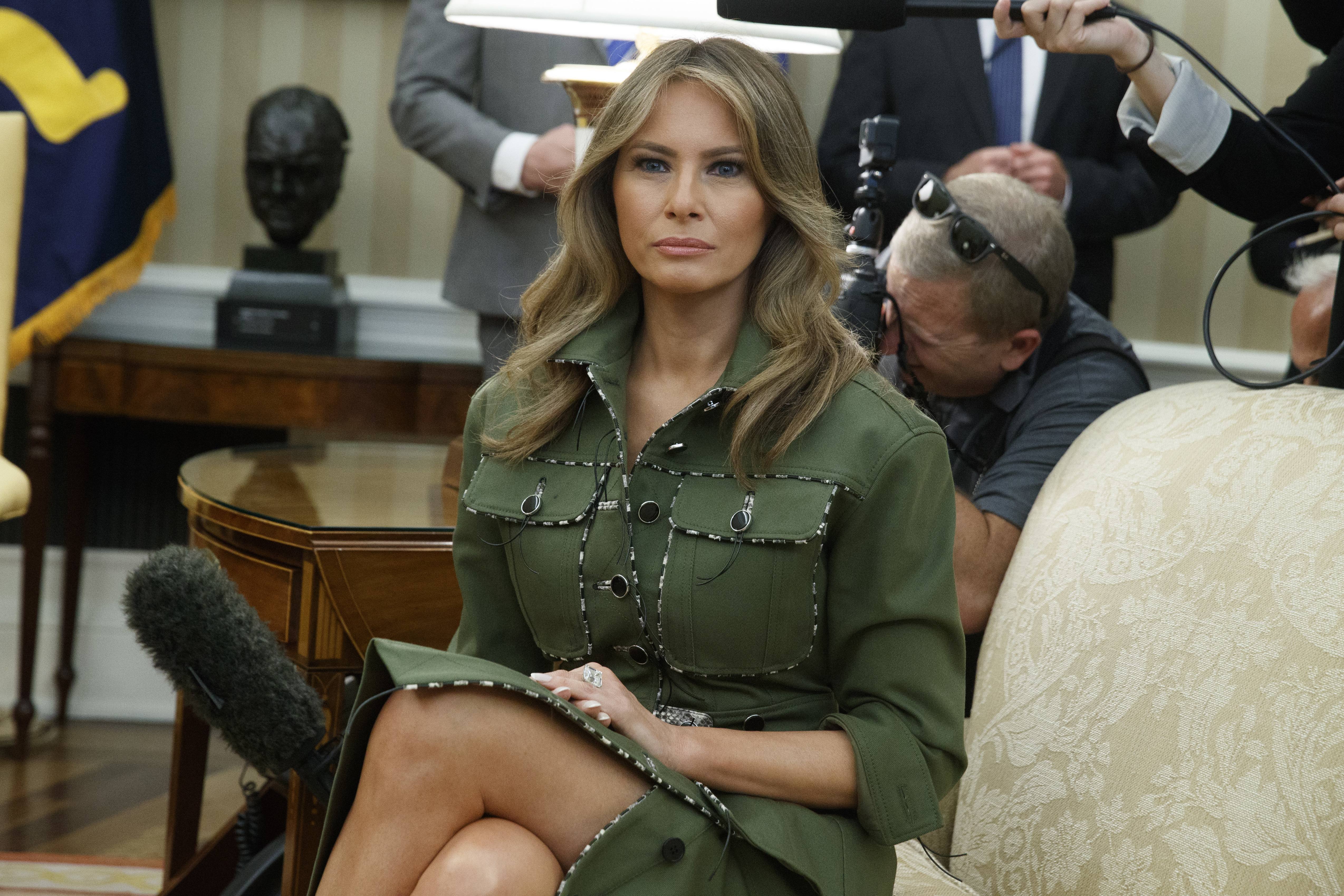 Pamela Anderson Praises Melania Trumps Beauty And Grace After