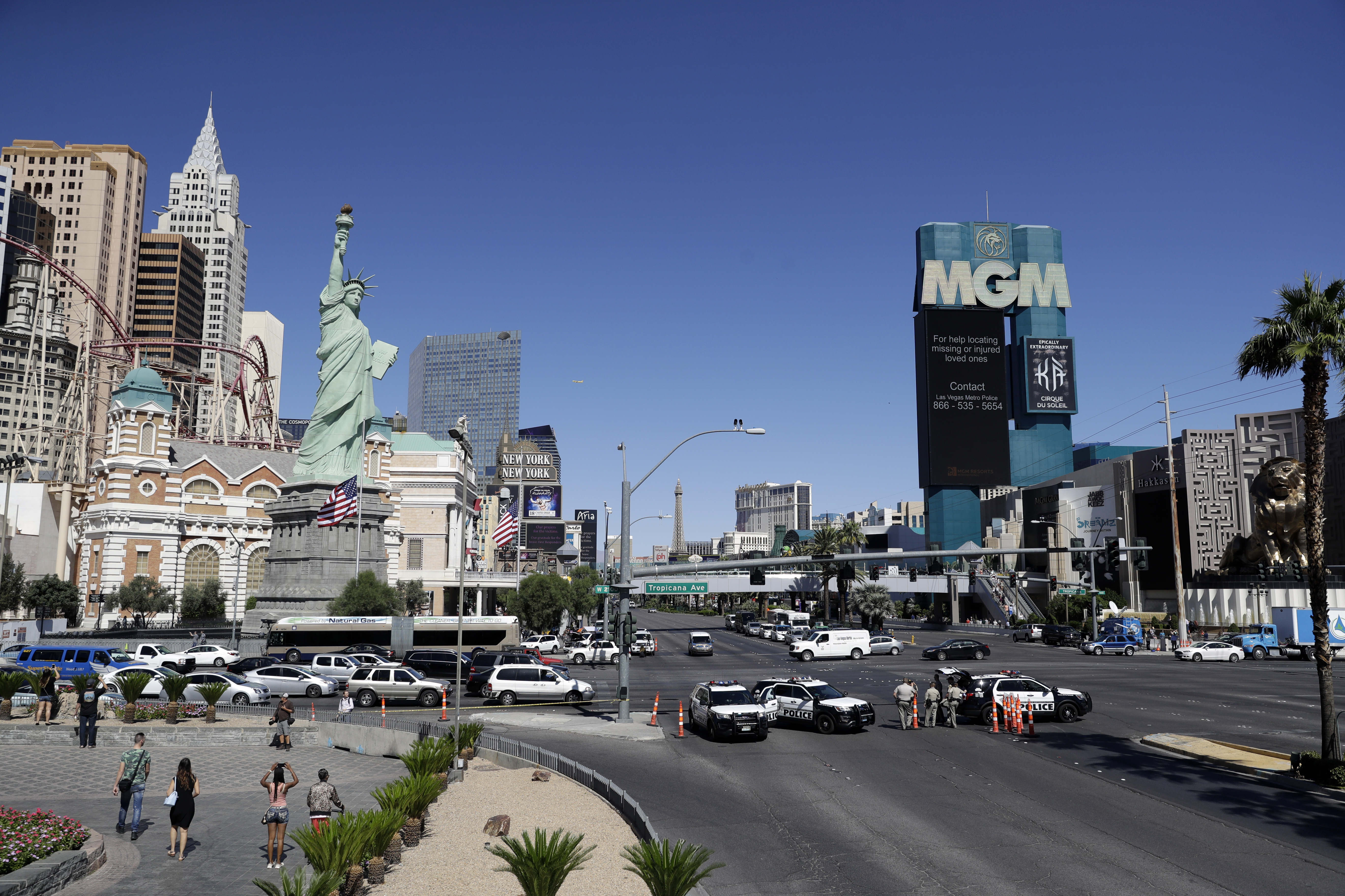 Las Vegas hotels subject guests to luggage screening after massacre ...