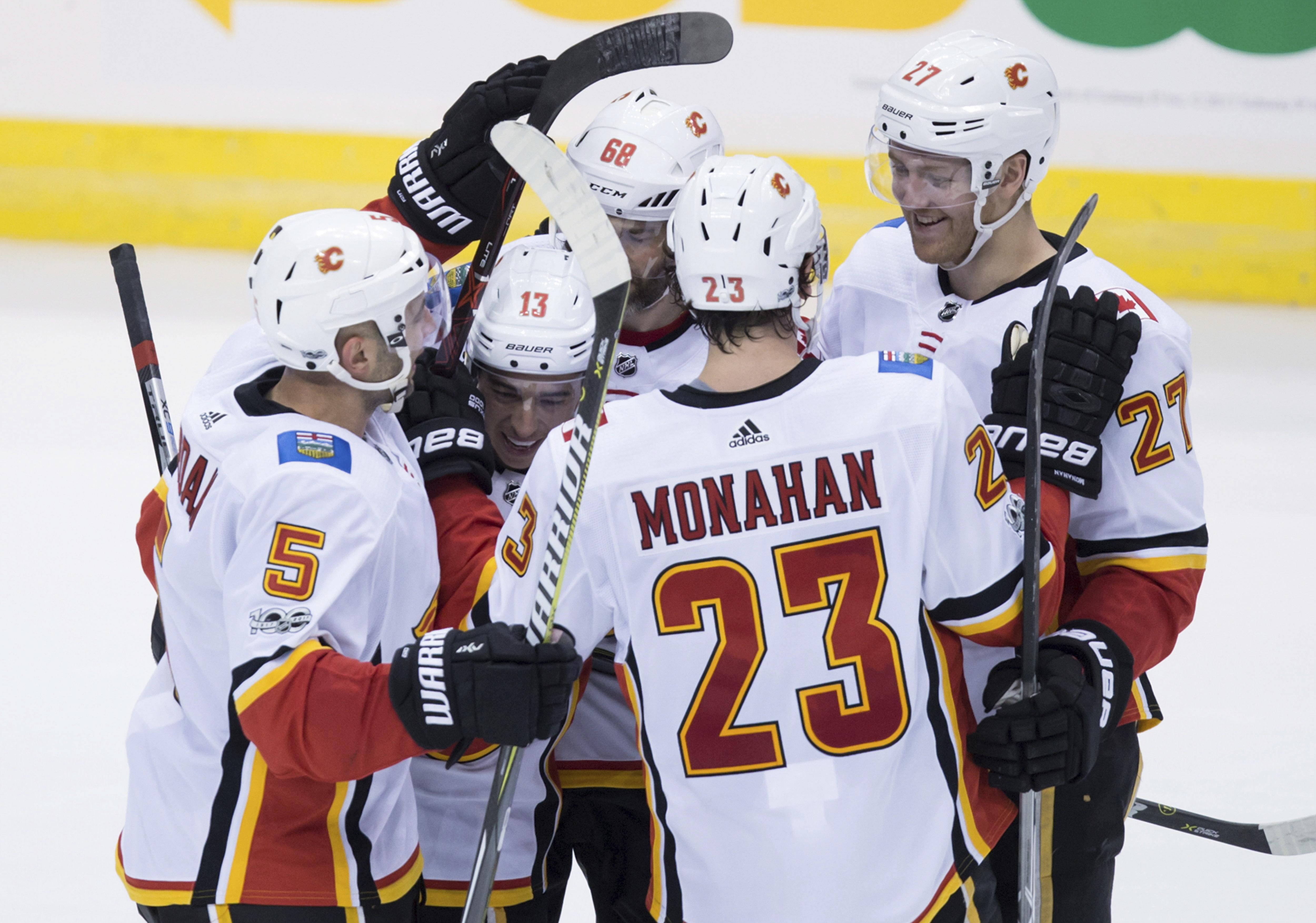 Flames_canucks_hockey_64400