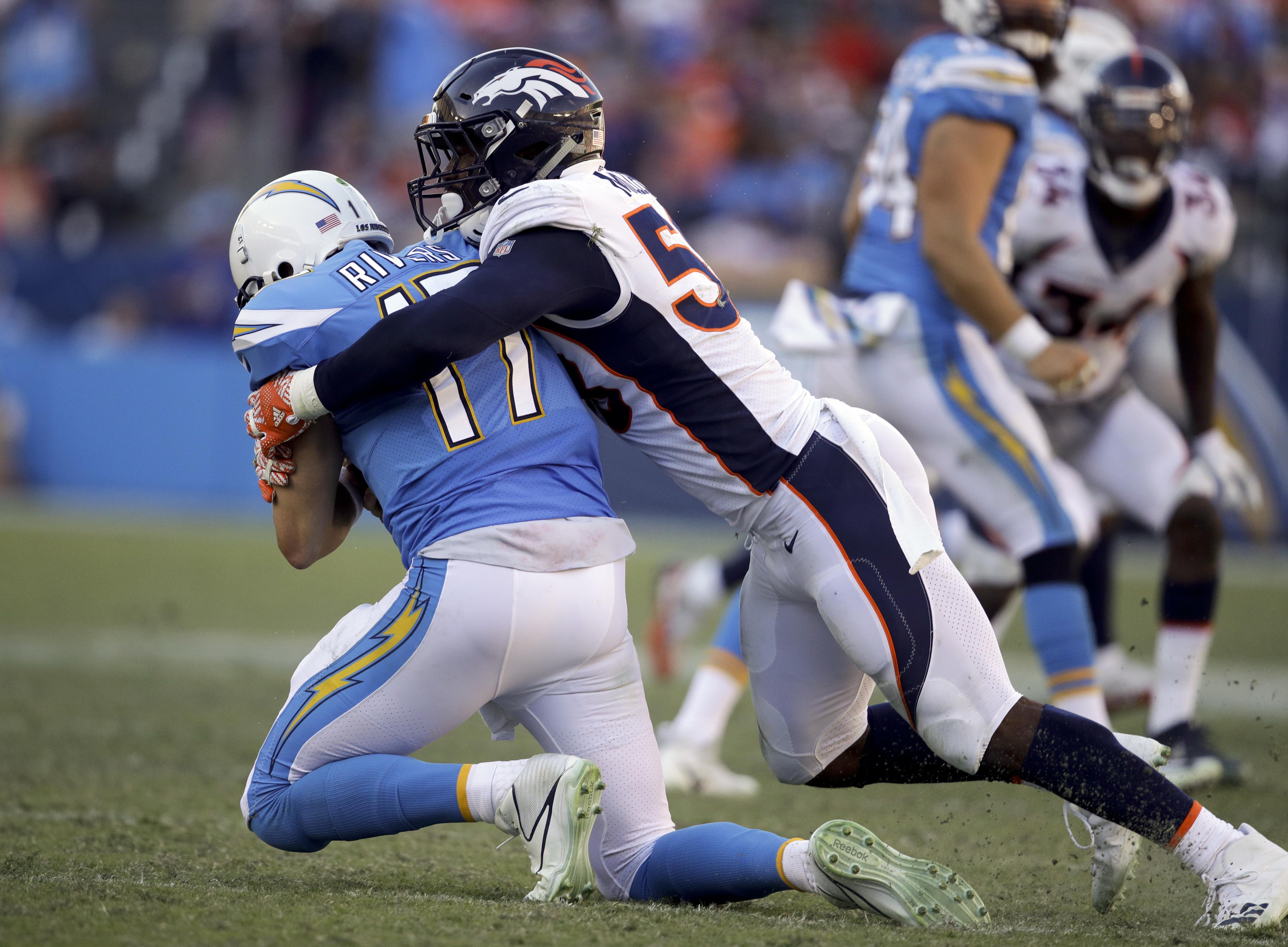Broncos_chargers_football_98403