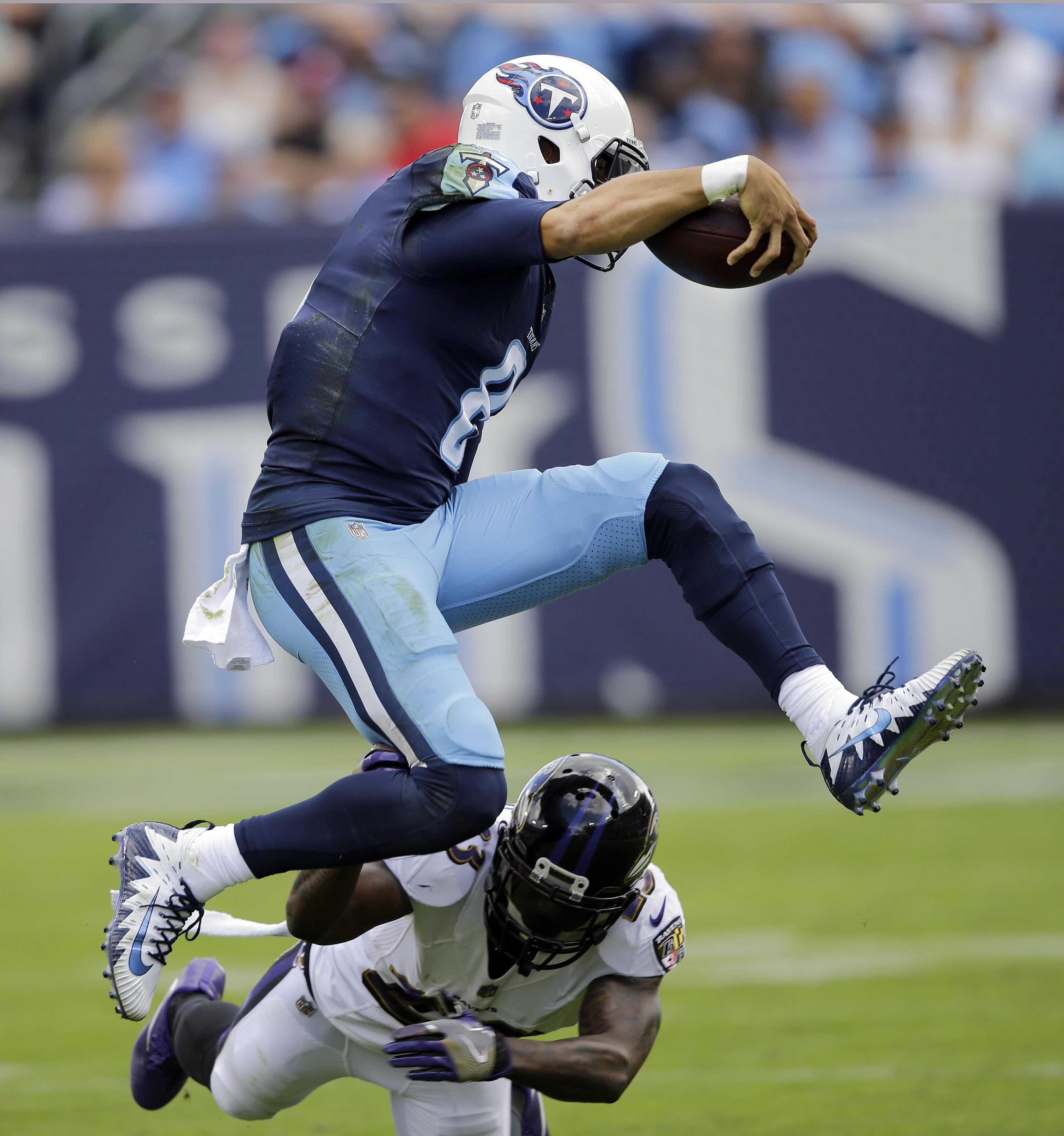 Titans show signs of improvement with healthy Mariota, Davis ...