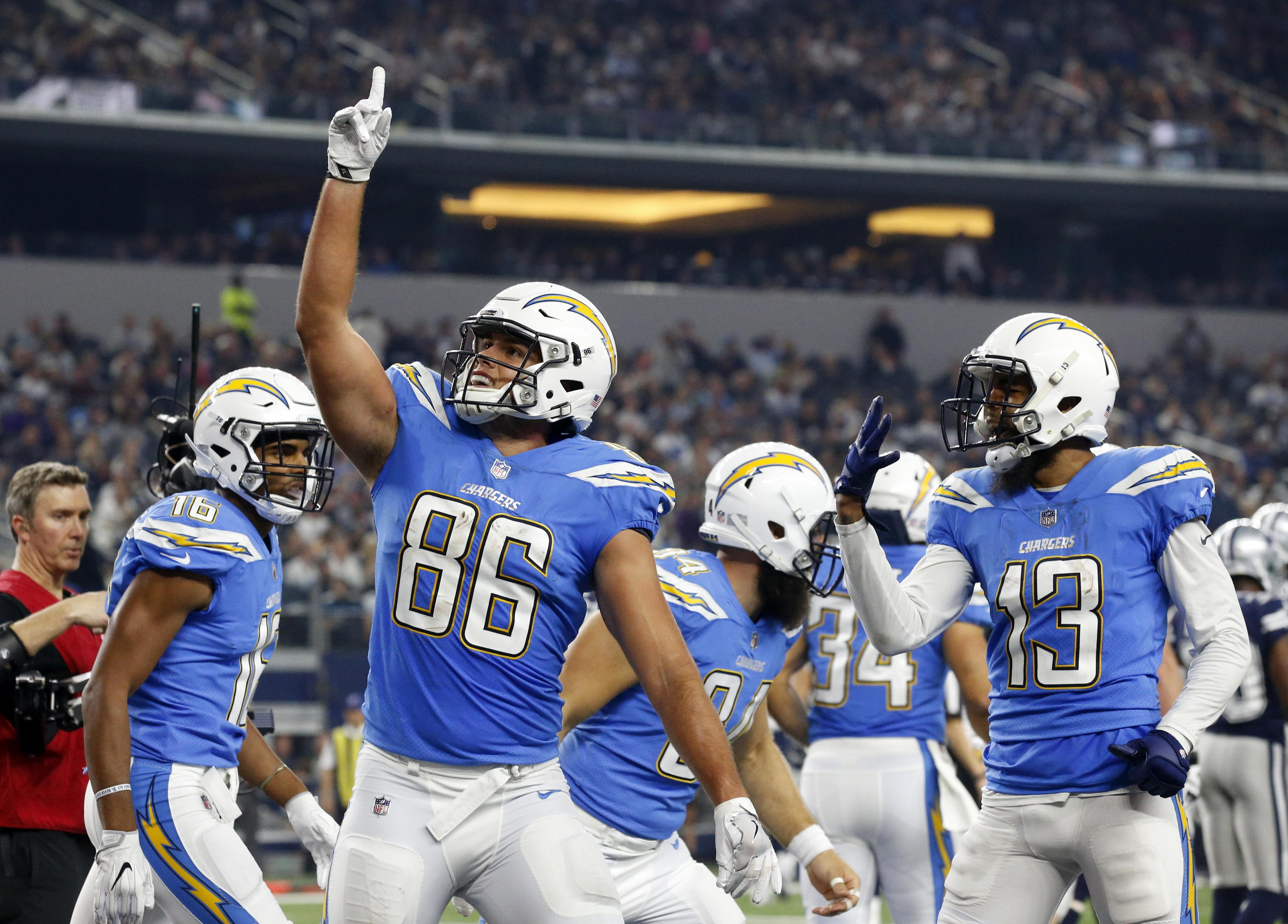 Chargers_cowboys_football_08424