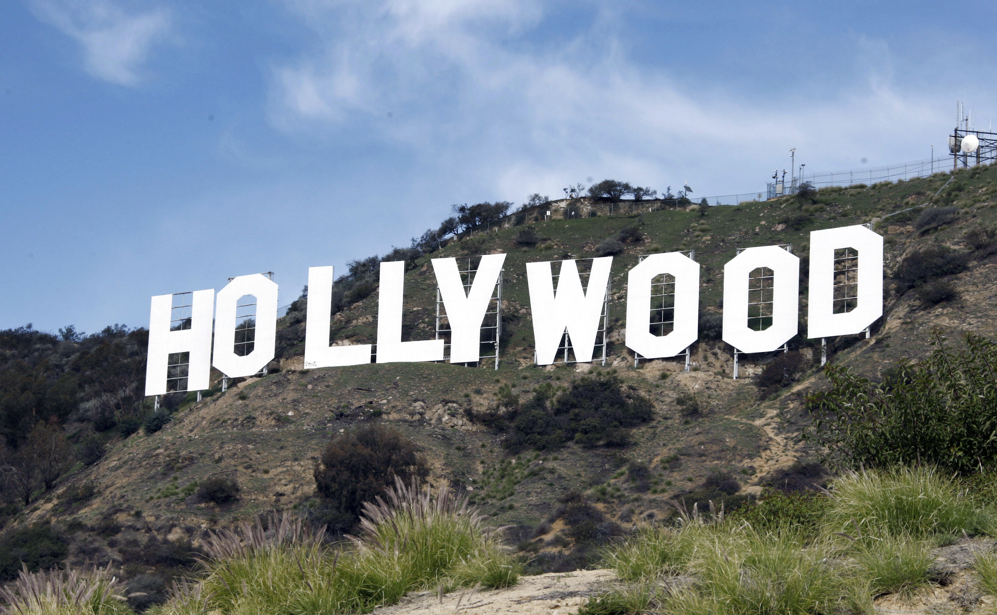 Hollywood machete-wielding attacker shot by police: 'Don't do it!'