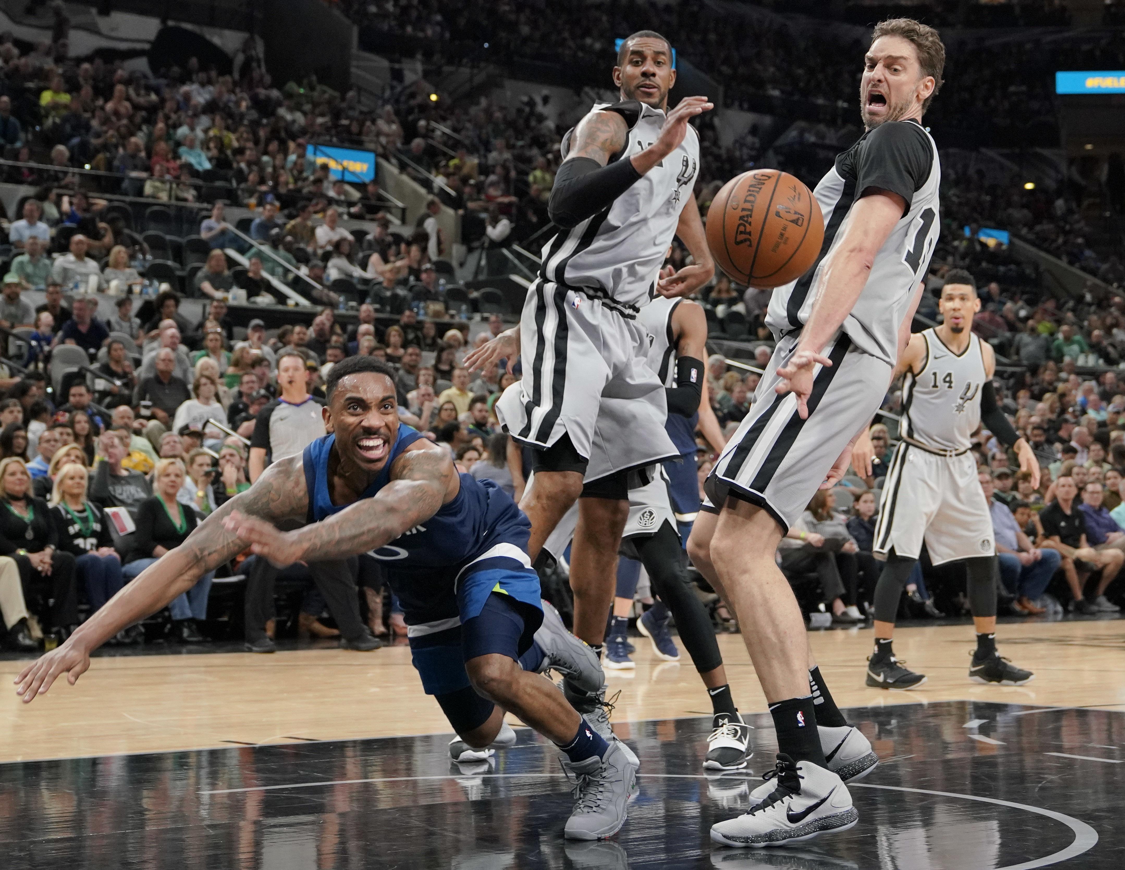 Timberwolves_spurs_basketball_77117