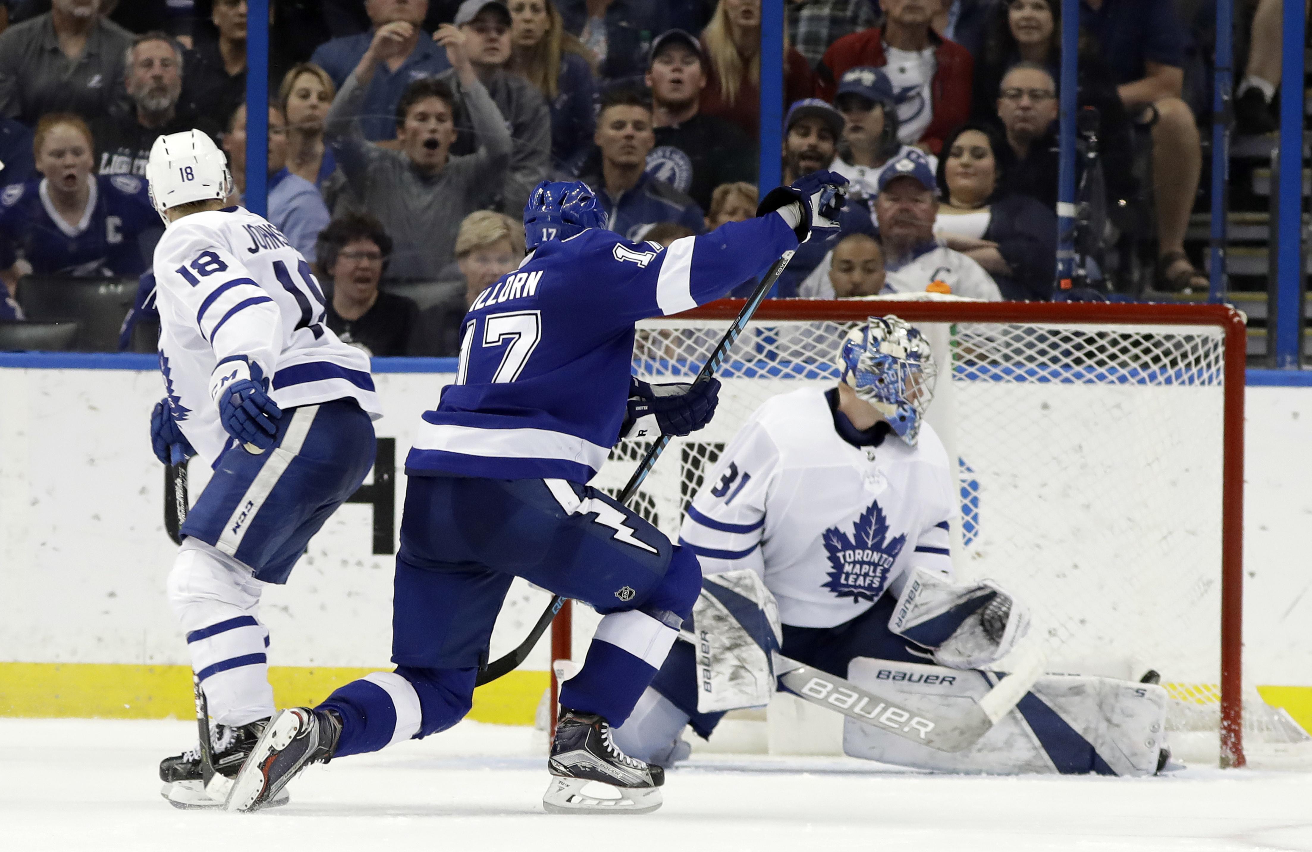 Maple_leafs_lightning_hockey_04887