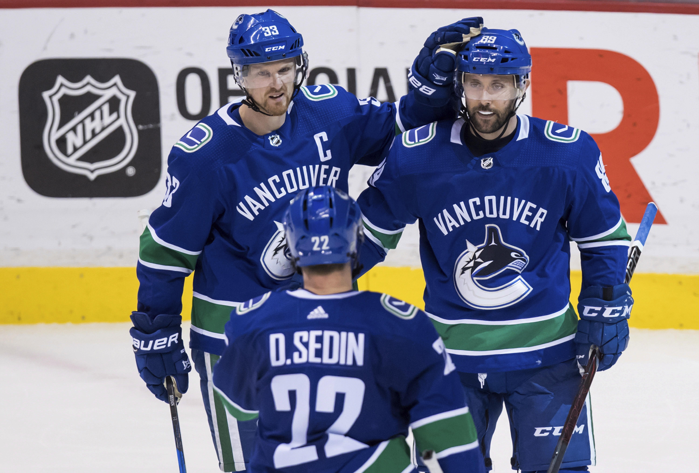 Oilers_canucks_hockey_17116