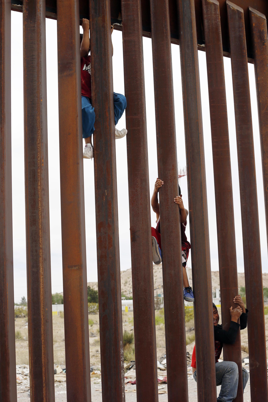 Border chief: Wall cuts illegal crossings 80%