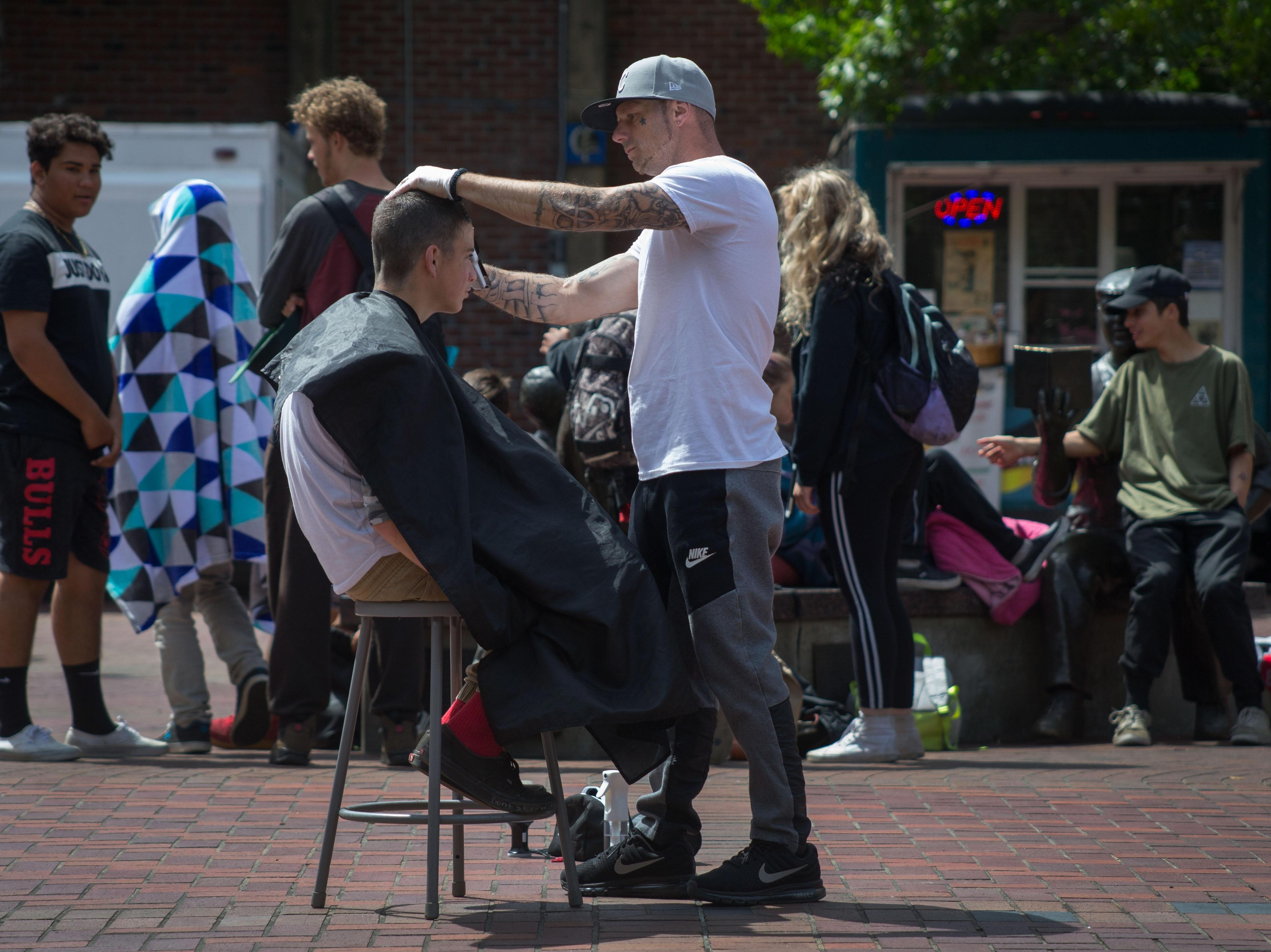 Eugene Man Helping Homeless People With Free Haircuts Washington Times