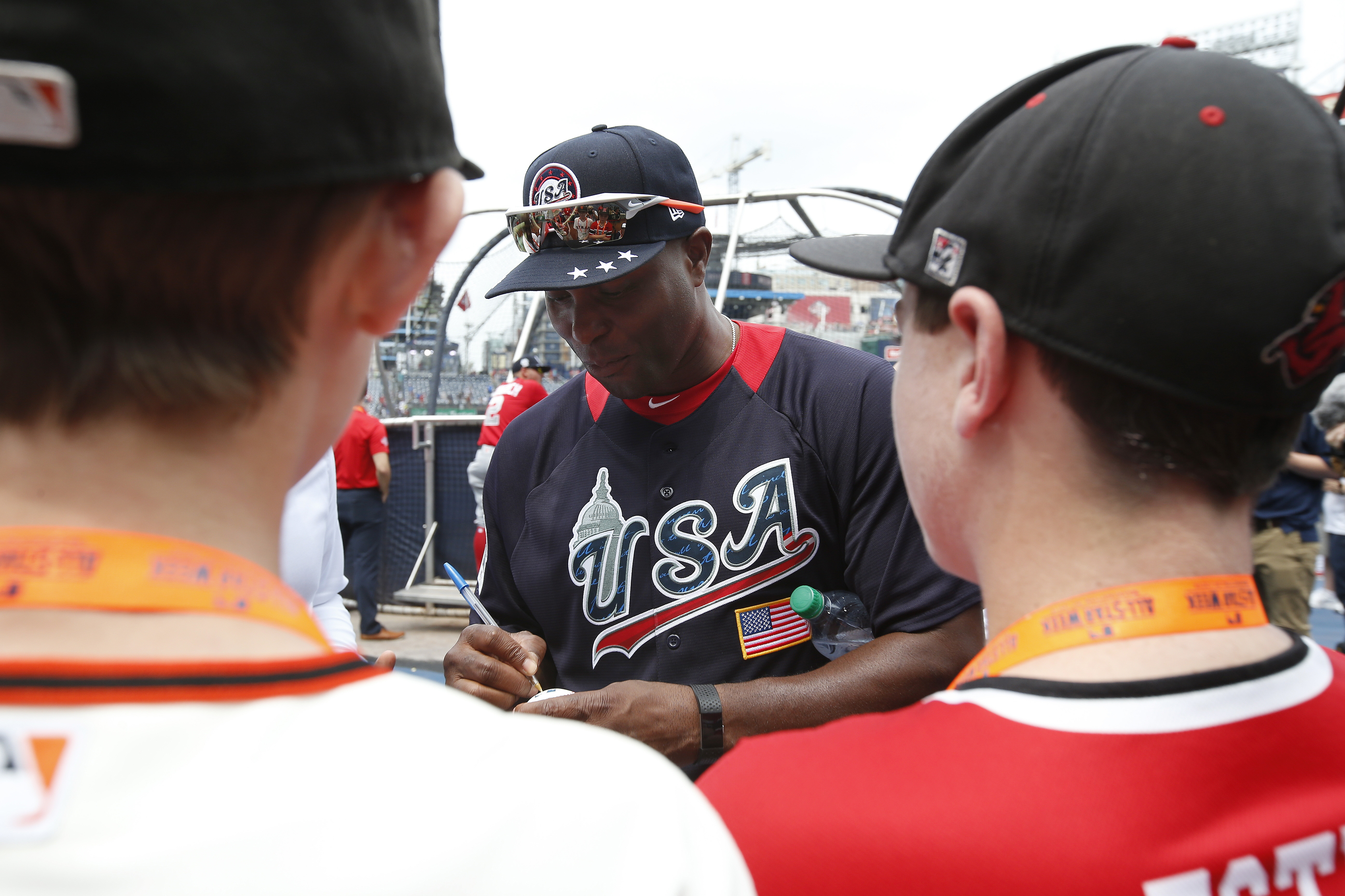 MLB All-Star Weekend invites the autograph hungry
