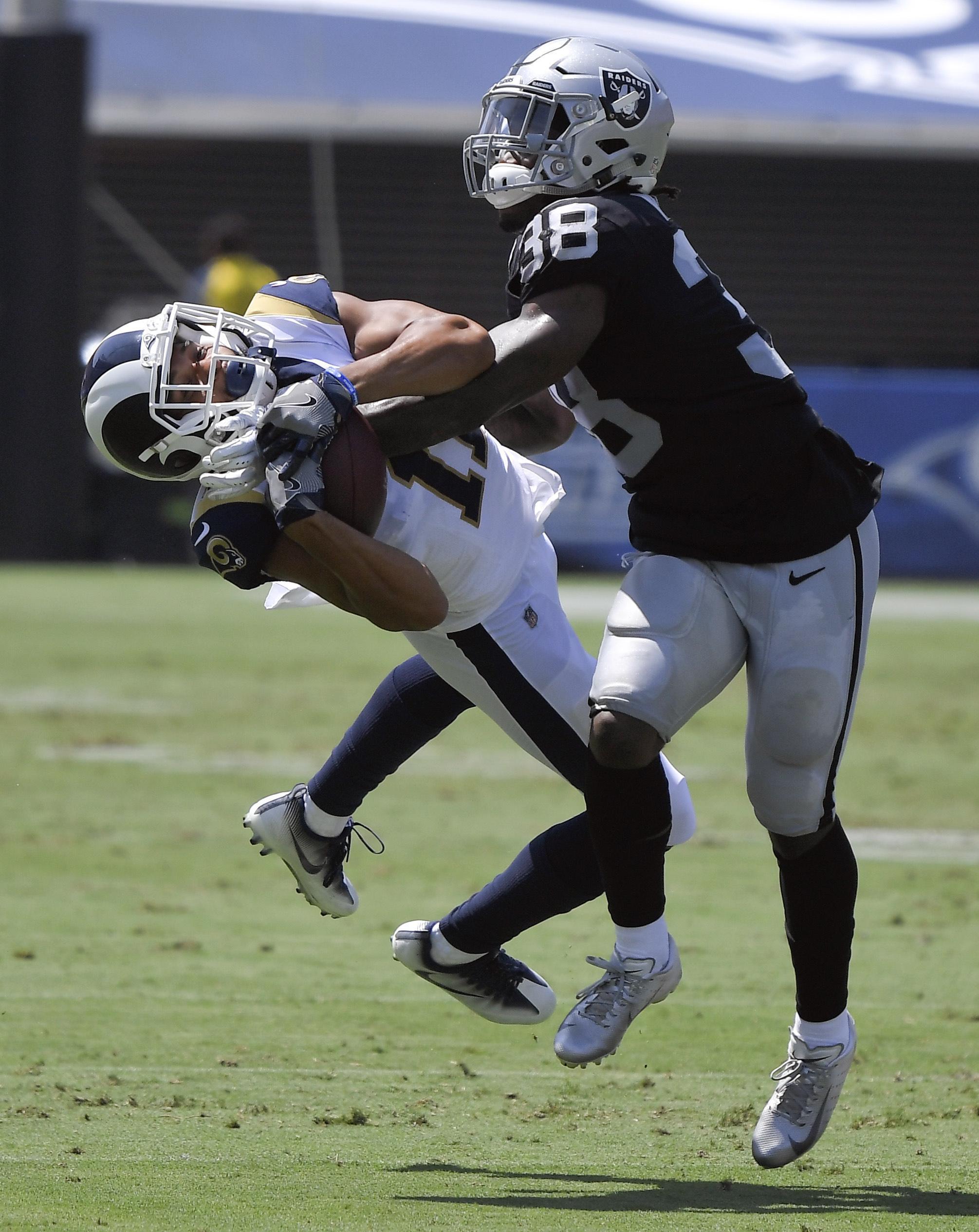 the latest d41ba 1ba87 LA Rams spoil Raiders' return to Coliseum with 19-15 win ...