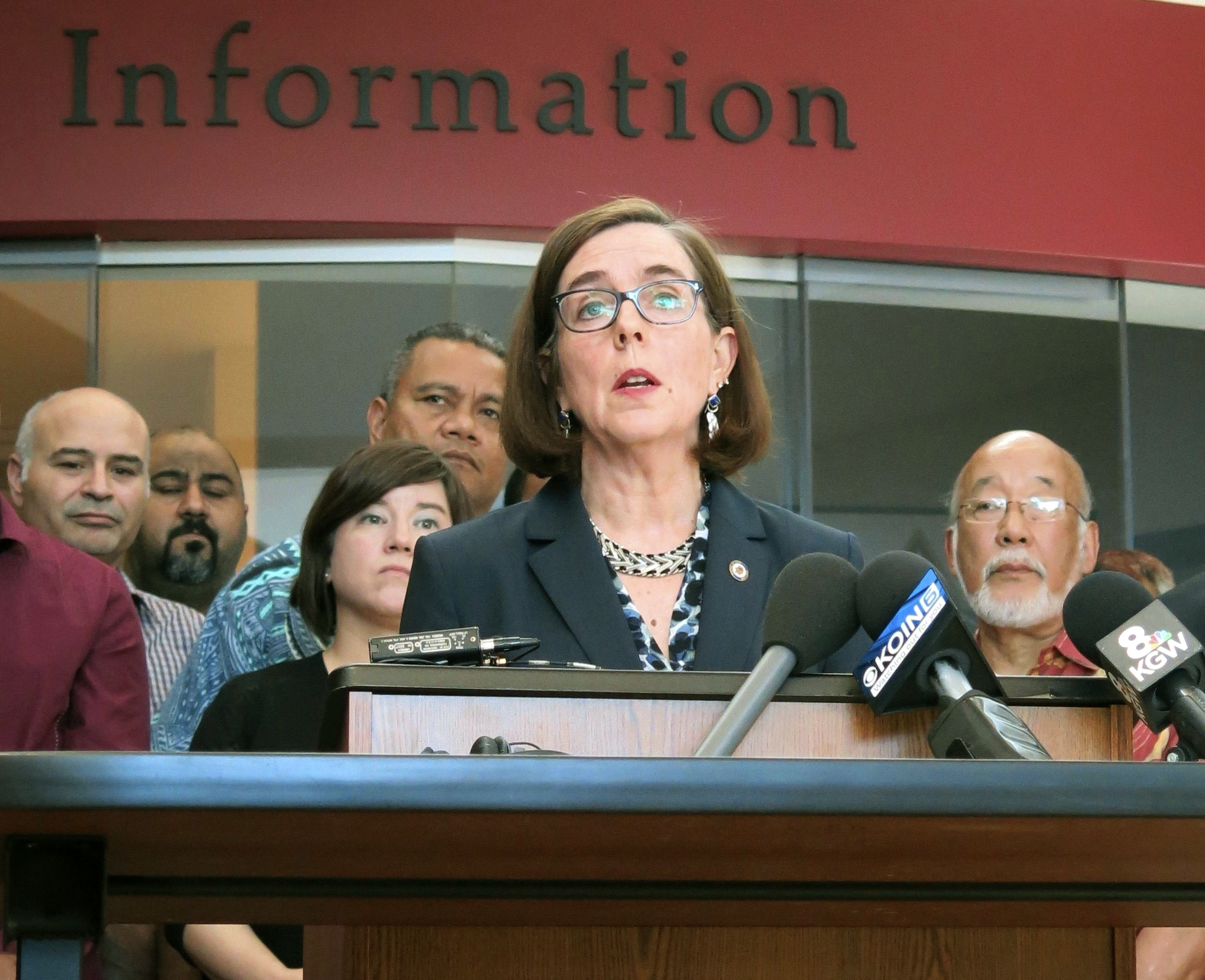 Kate Brown, Oregon governor, threatens executive order on climate change