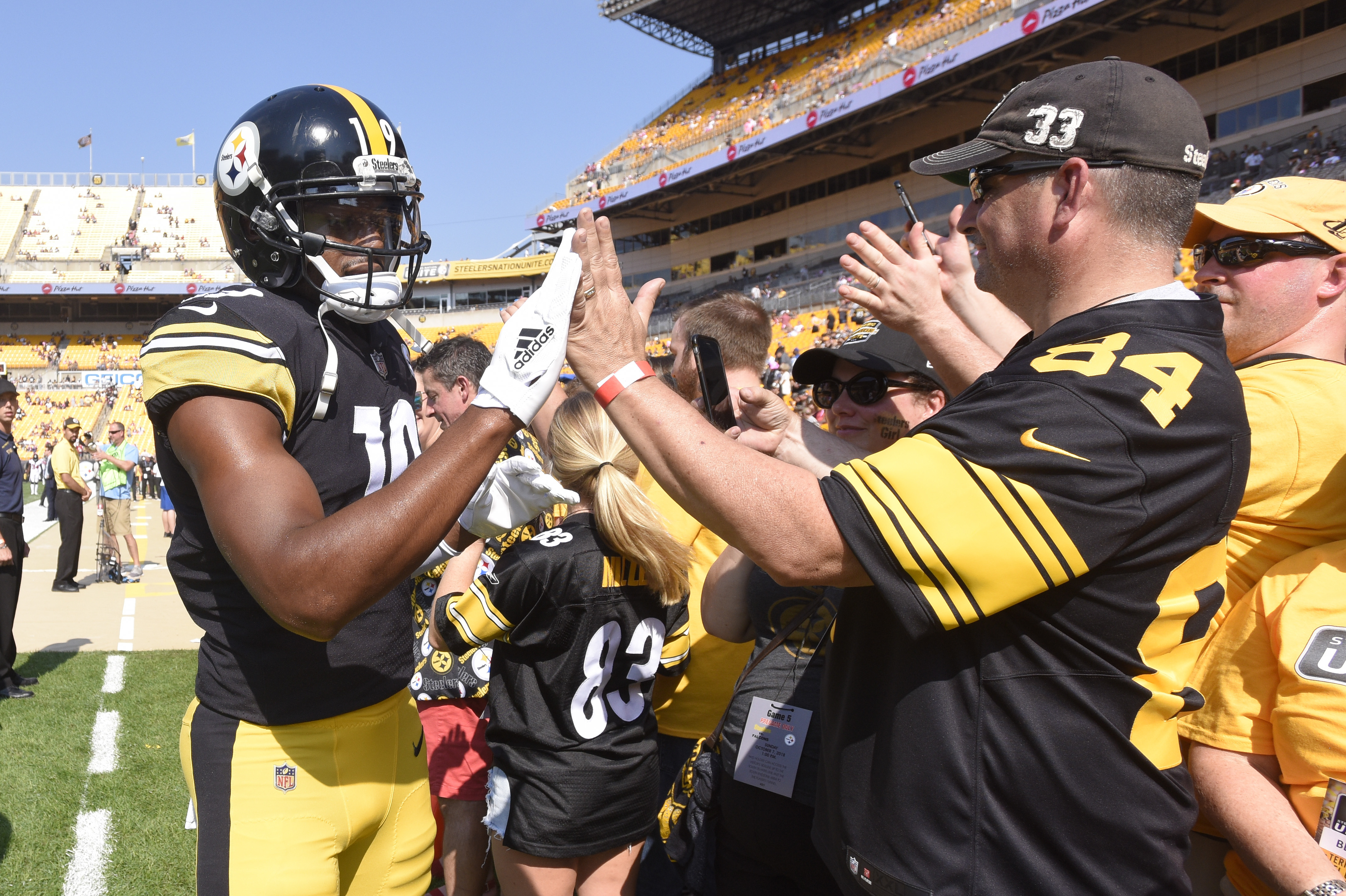 5297c7f2680 JuJu Smith-Schuster  gives birth  to ball in end zone - Washington Times