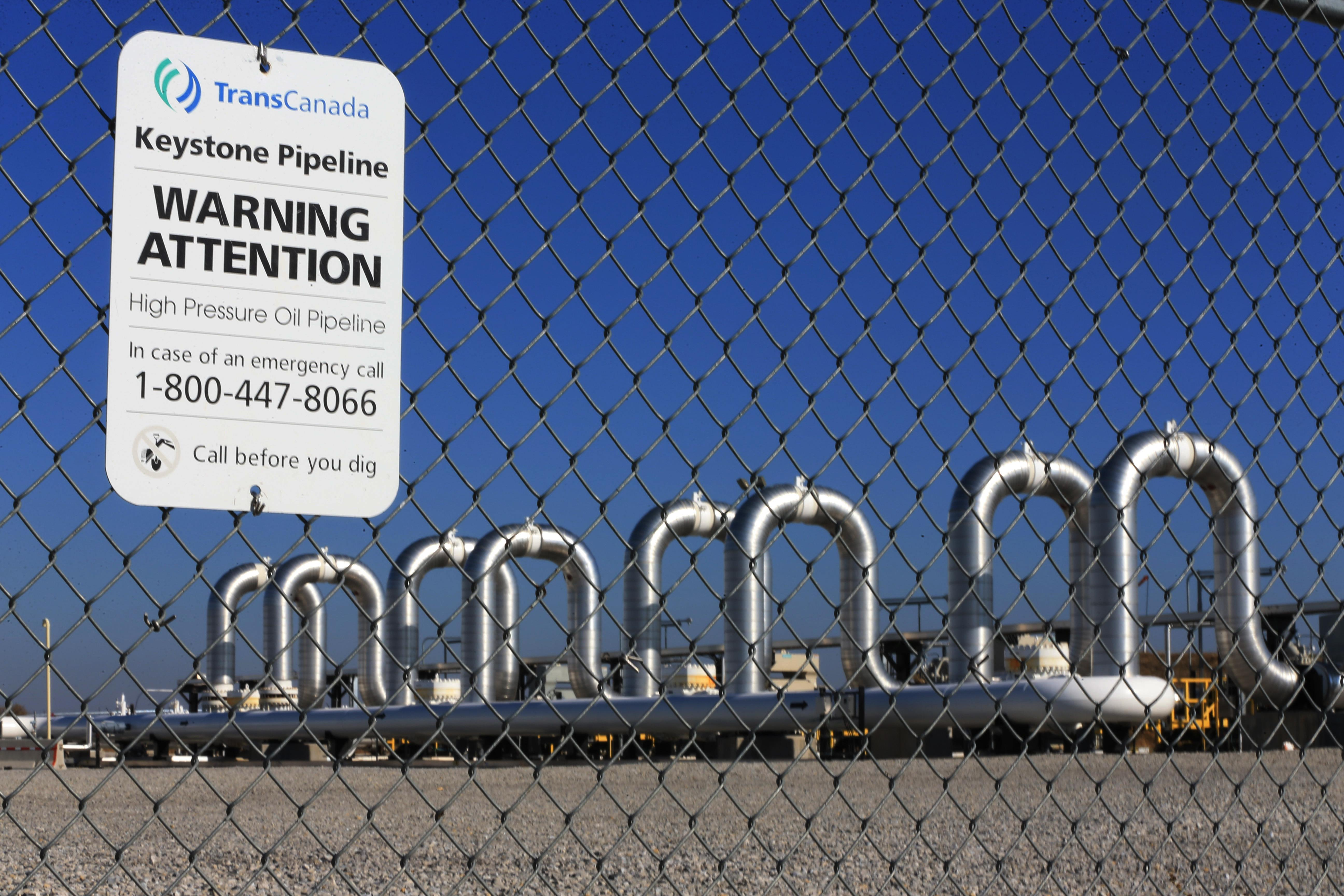 Trump issues new permit to try to speed Keystone XL pipeline construction