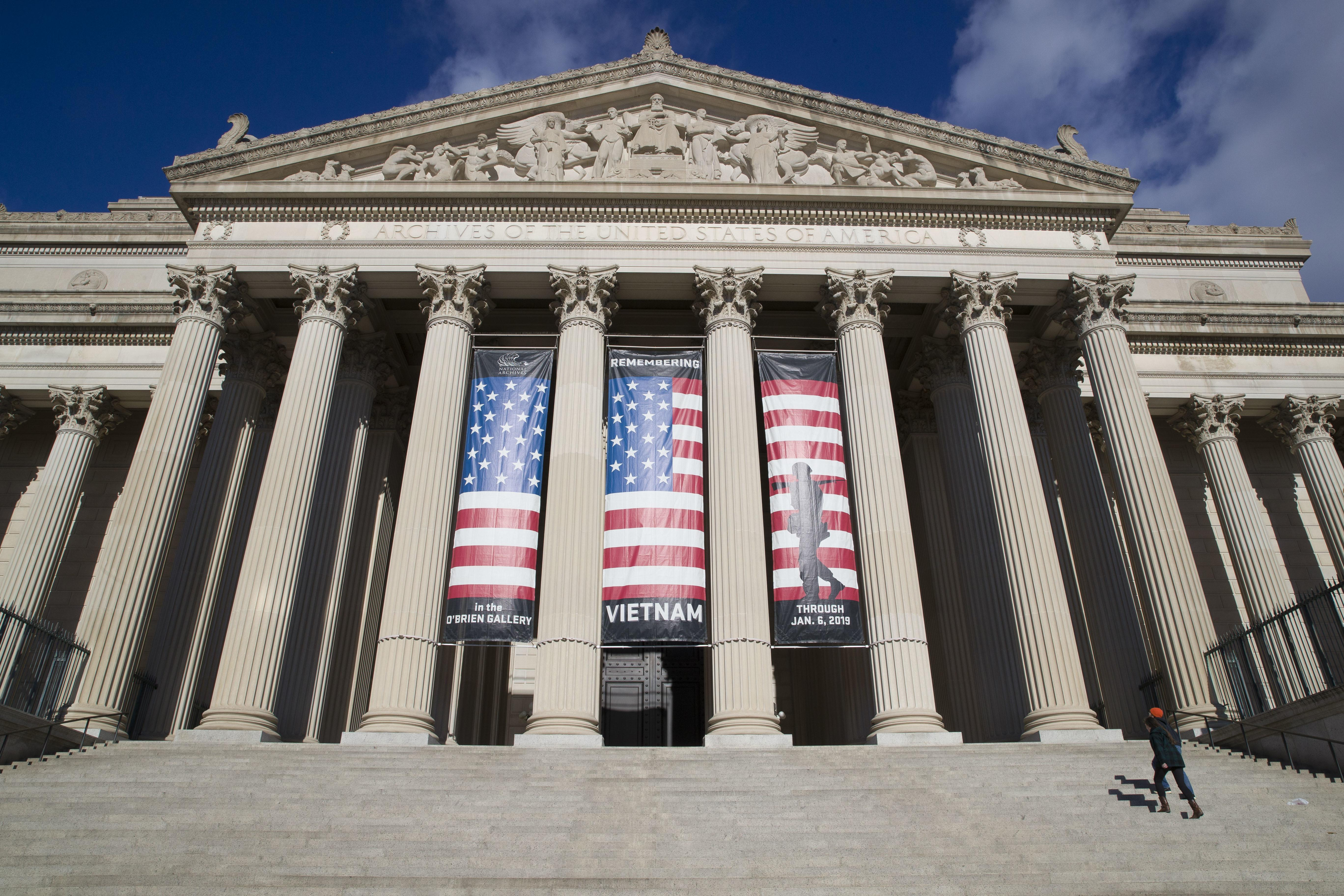 National Archives apologizes for blurring out anti-Trump messages in p