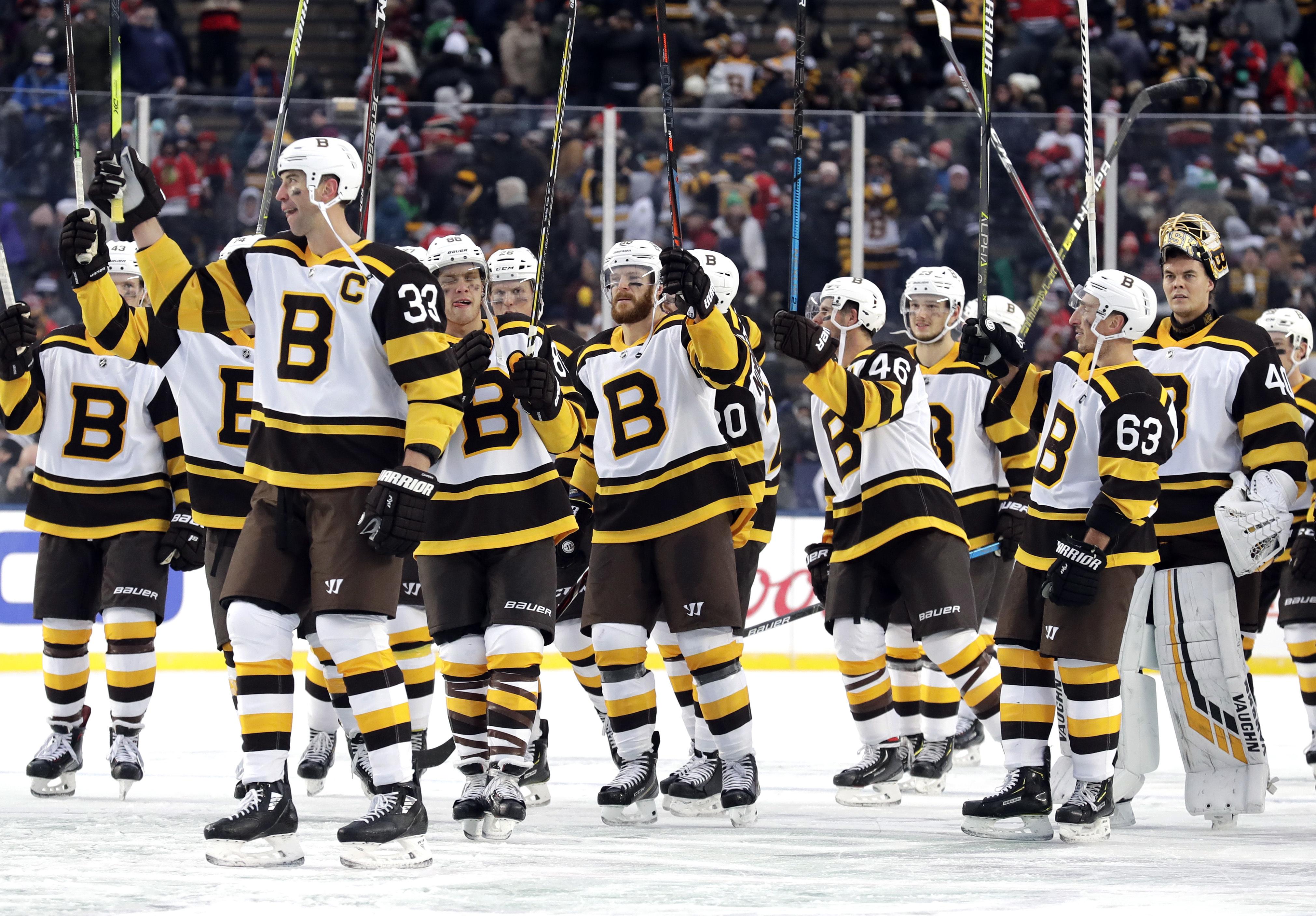 best website a90a2 4b3a9 David Pastrnak, Bruins beat Blackhawks 4-2 in Winter Classic ...