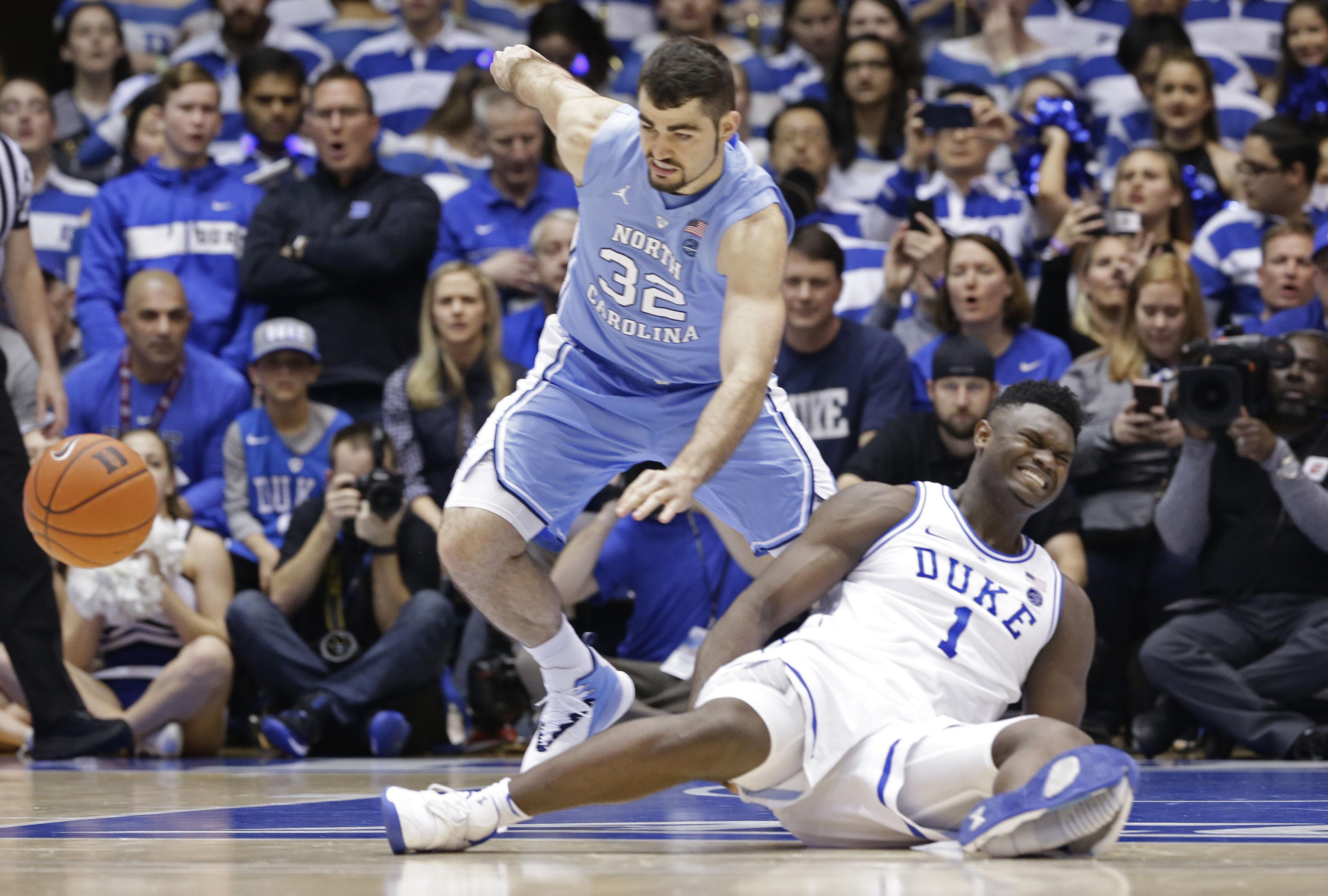 8afa34c2e45fd9 Duke star Williamson sprains knee after Nike shoe blows out ...