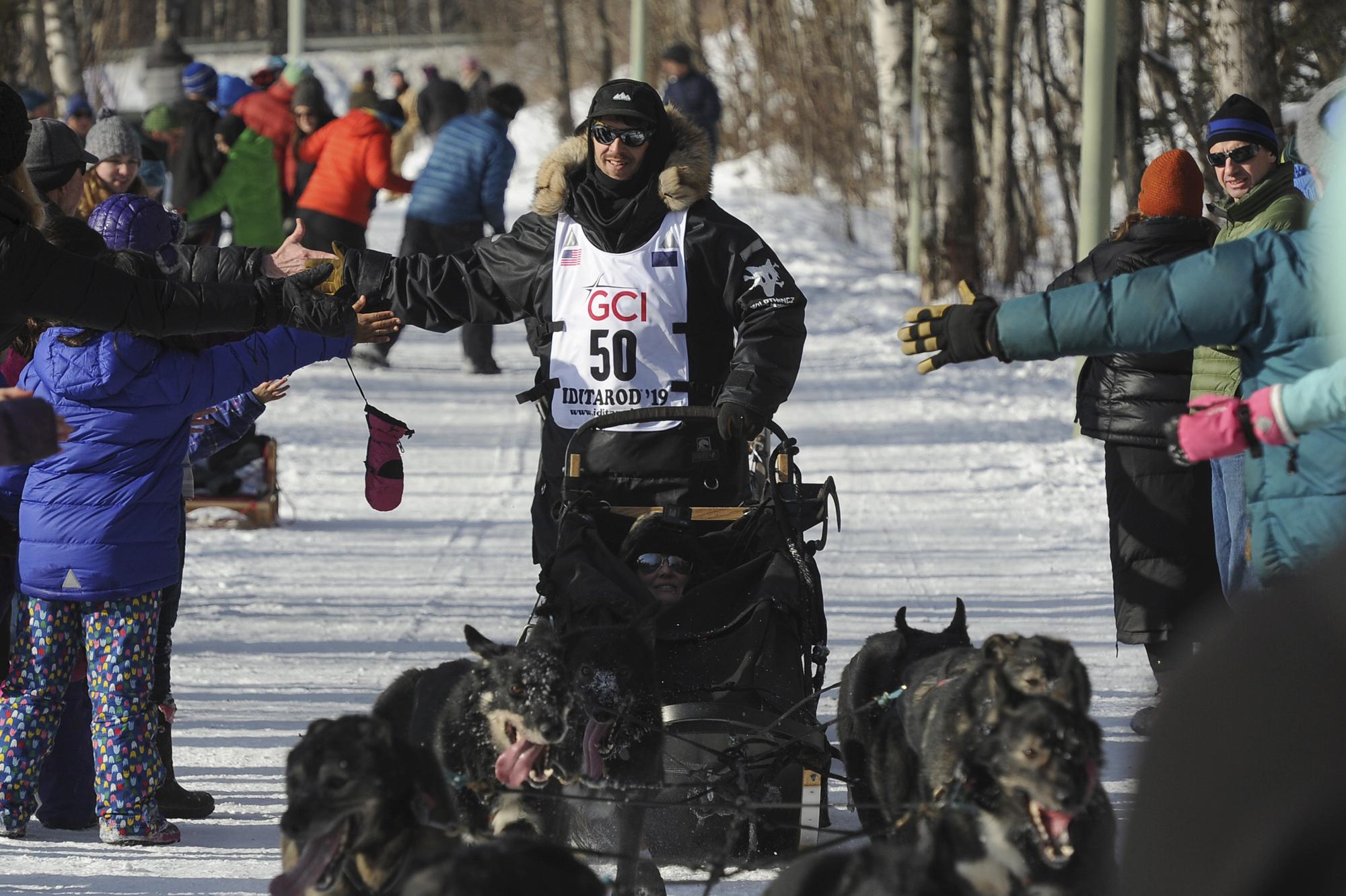 Iditarod dog dies of pneumonia after finishing race; musher withdrawn