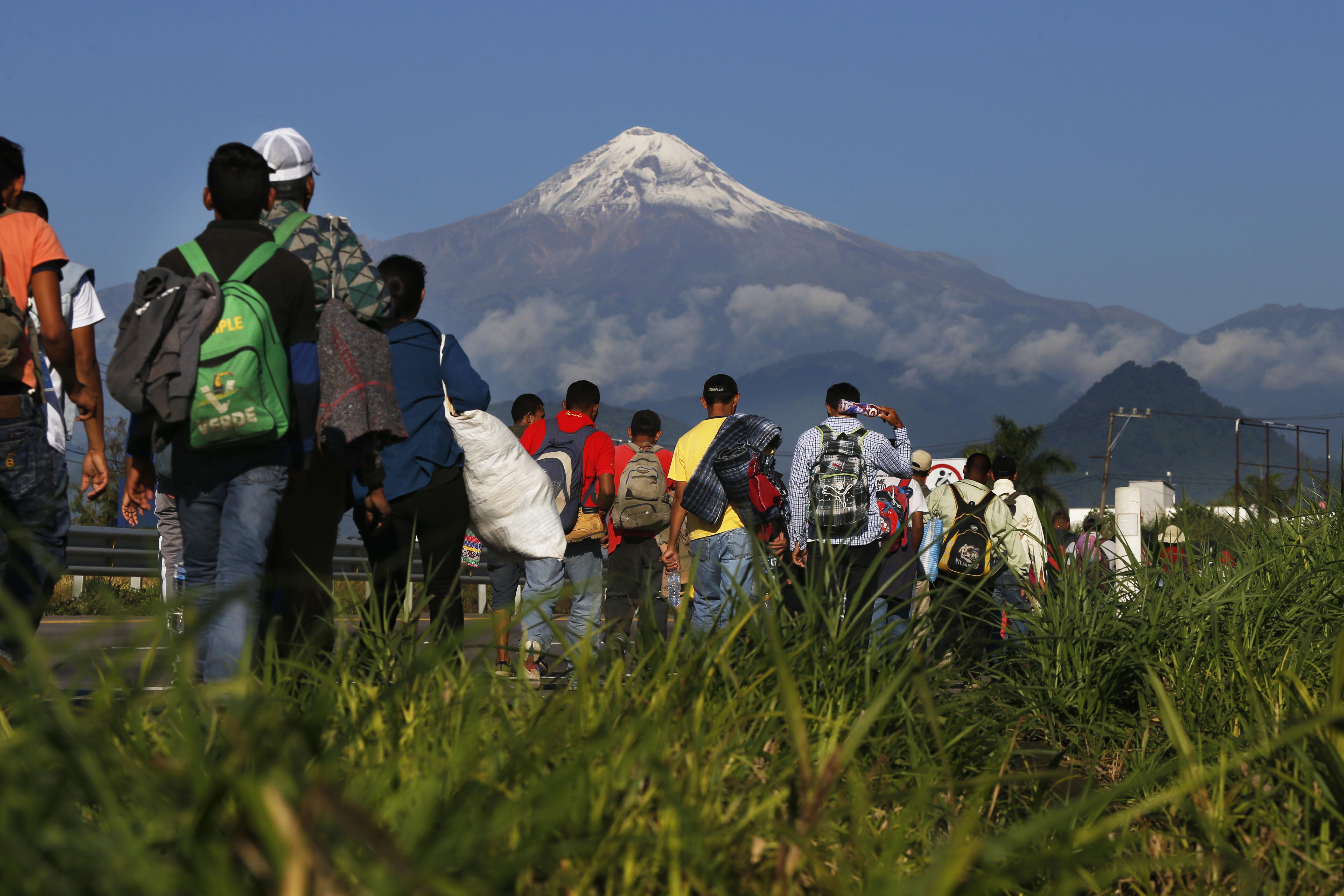 New migrant caravan of 2,500 gets cool reception in Mexico