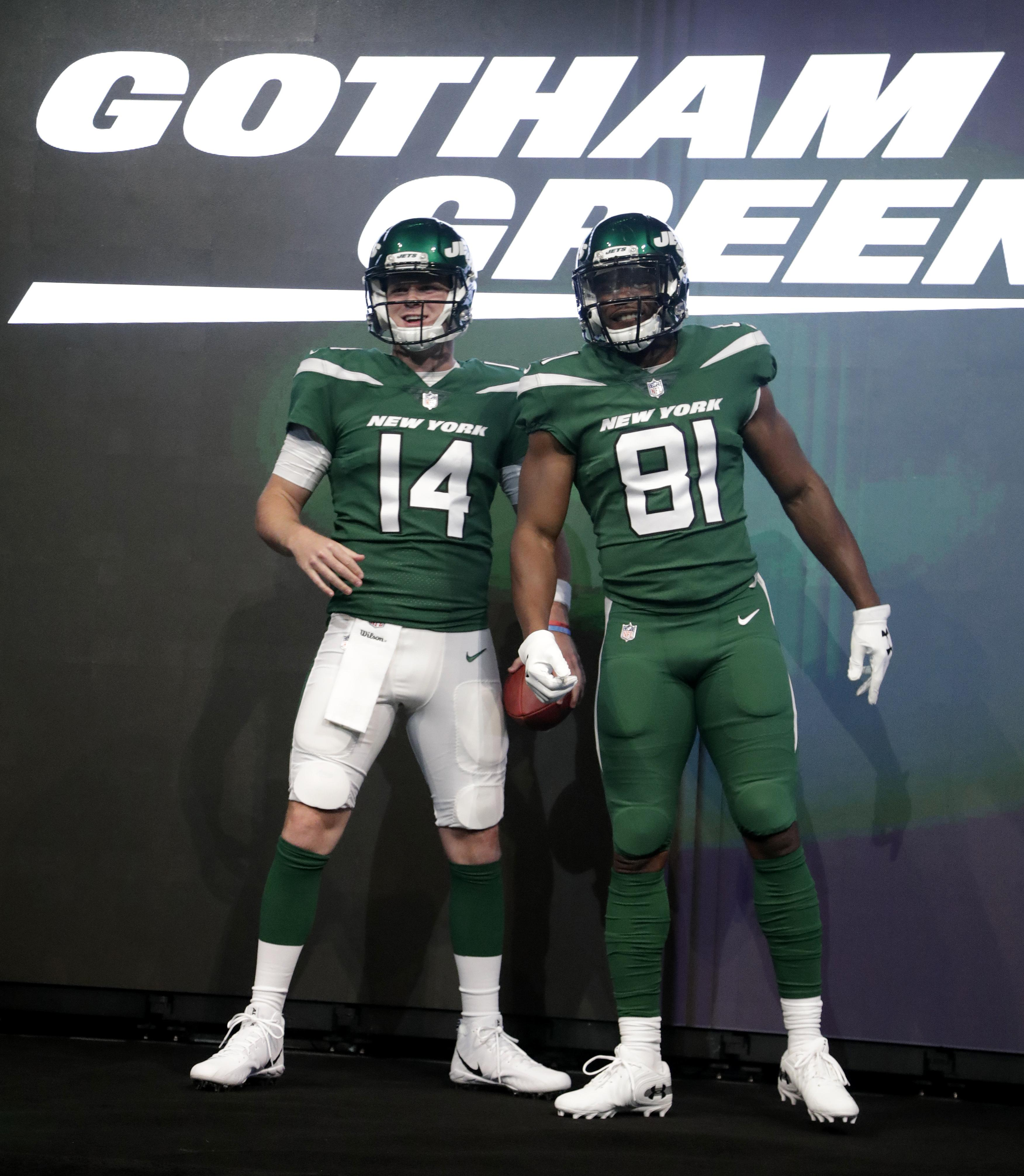 75f23c07b4a17 Jets unveil new uniforms