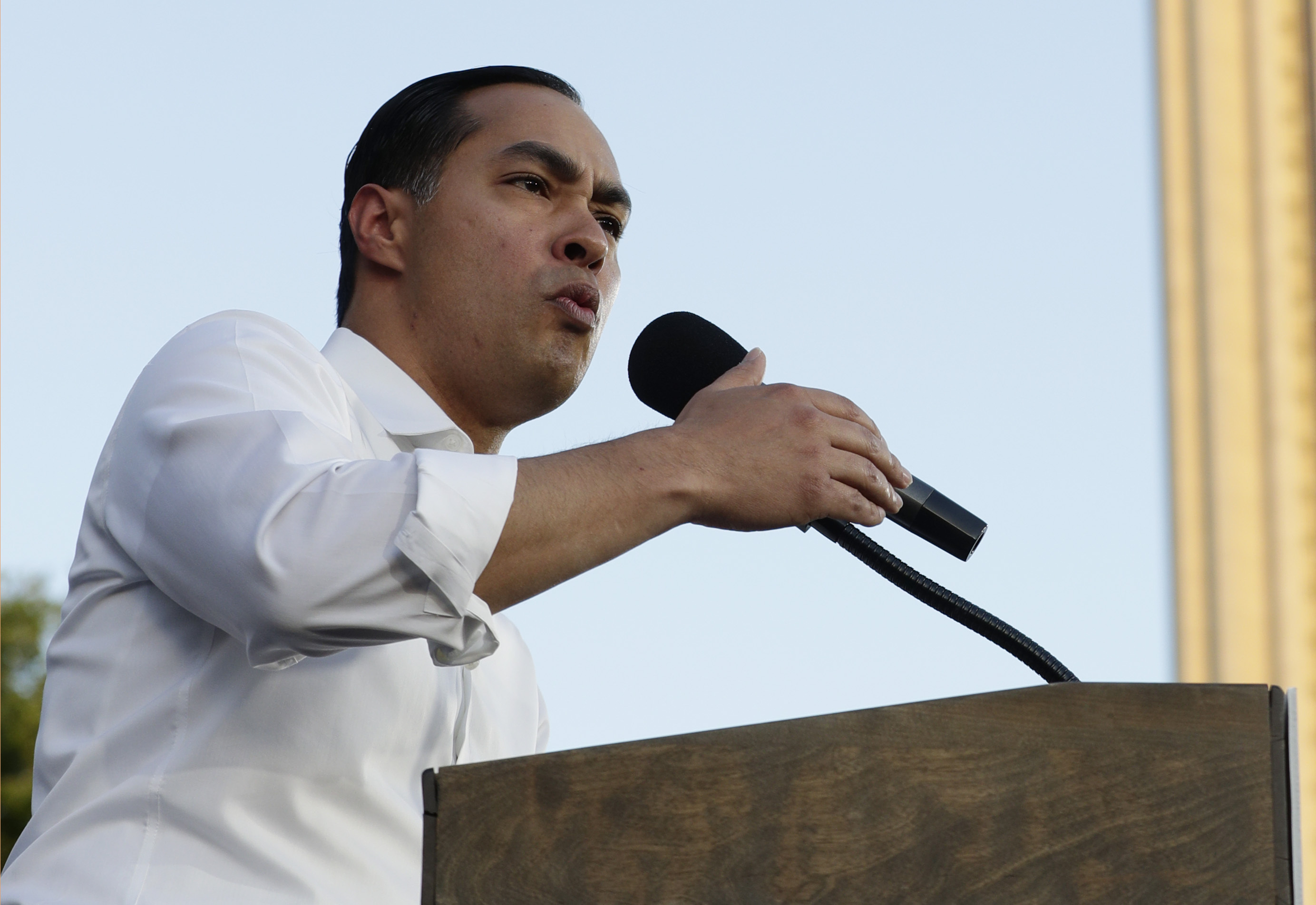Julian Castro, 2020 Democrat, calls gun buybacks 'good policy'