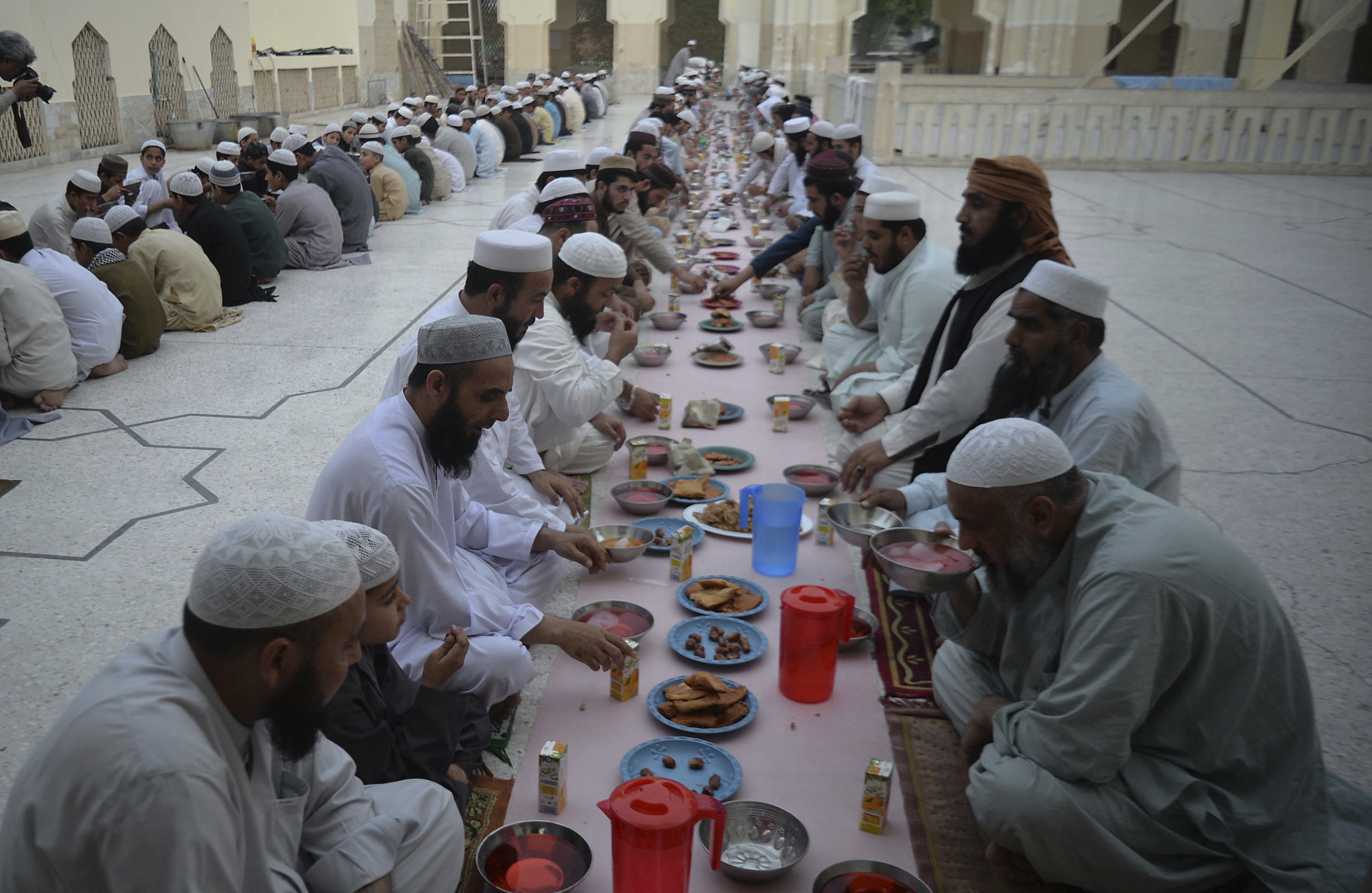 Schools under fire for encouraging teachers to give students Ramadan g