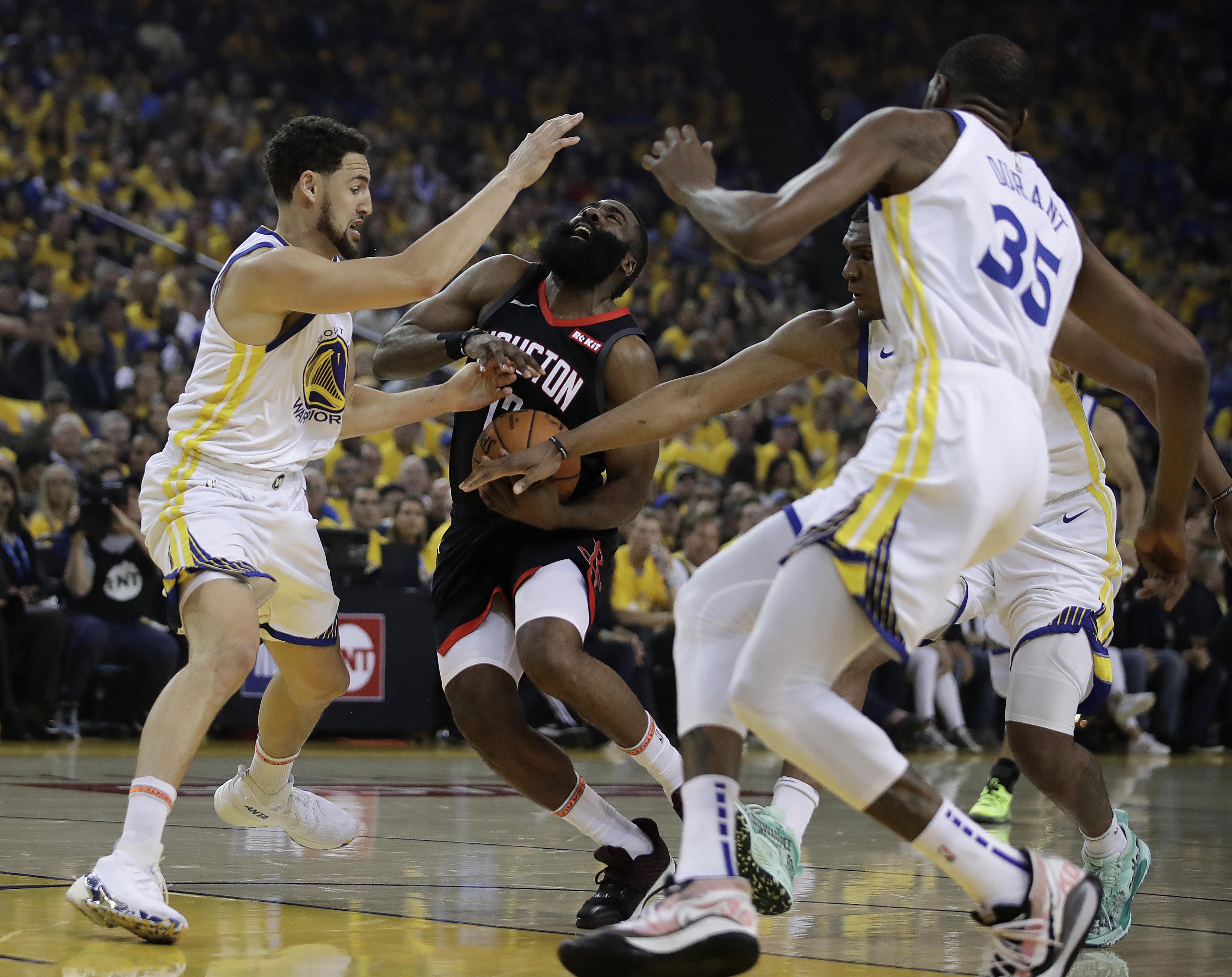 82e51fad3 Durant goes down