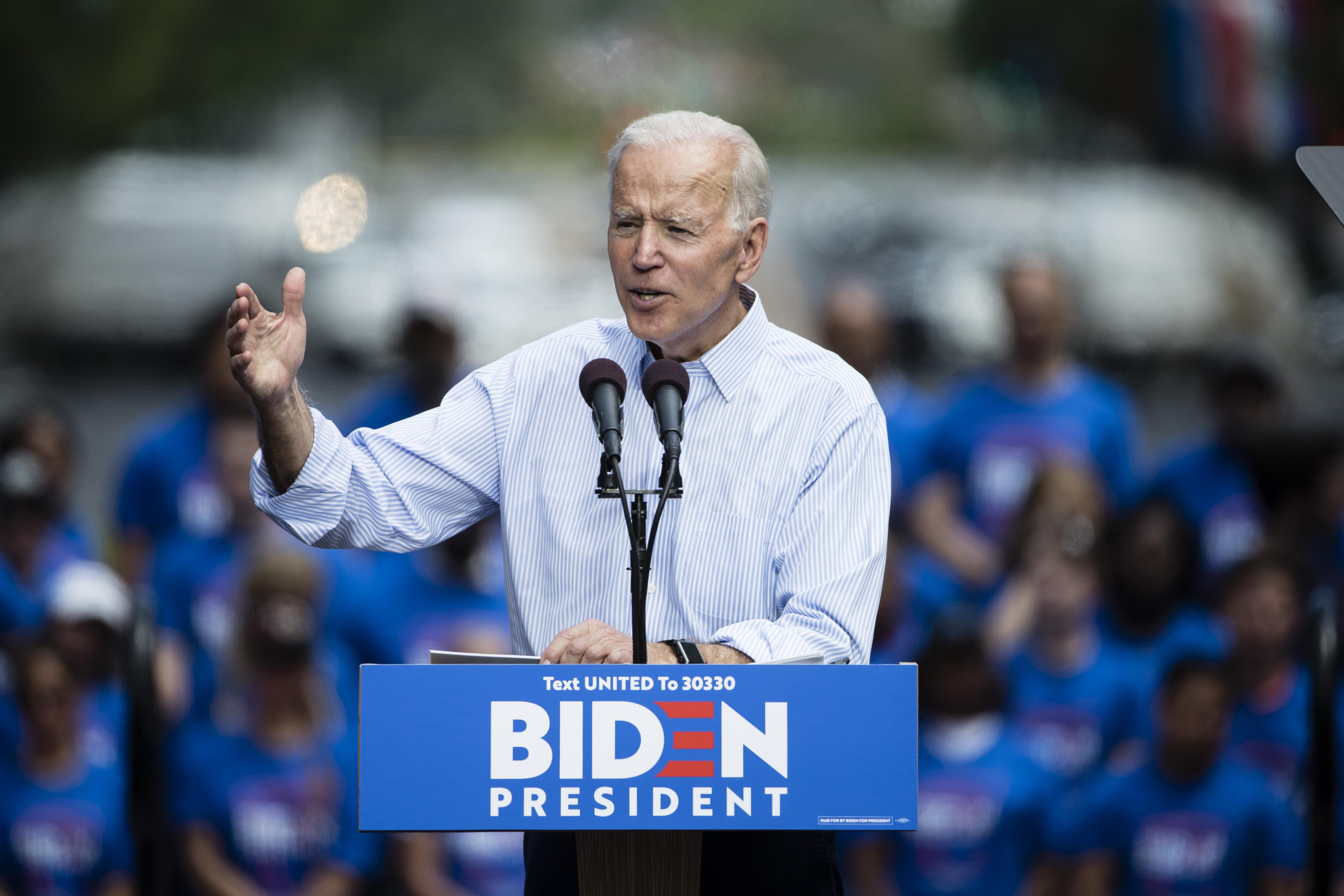Activists prod 2020 Democratic candidates to shun bipartisan dealmaking