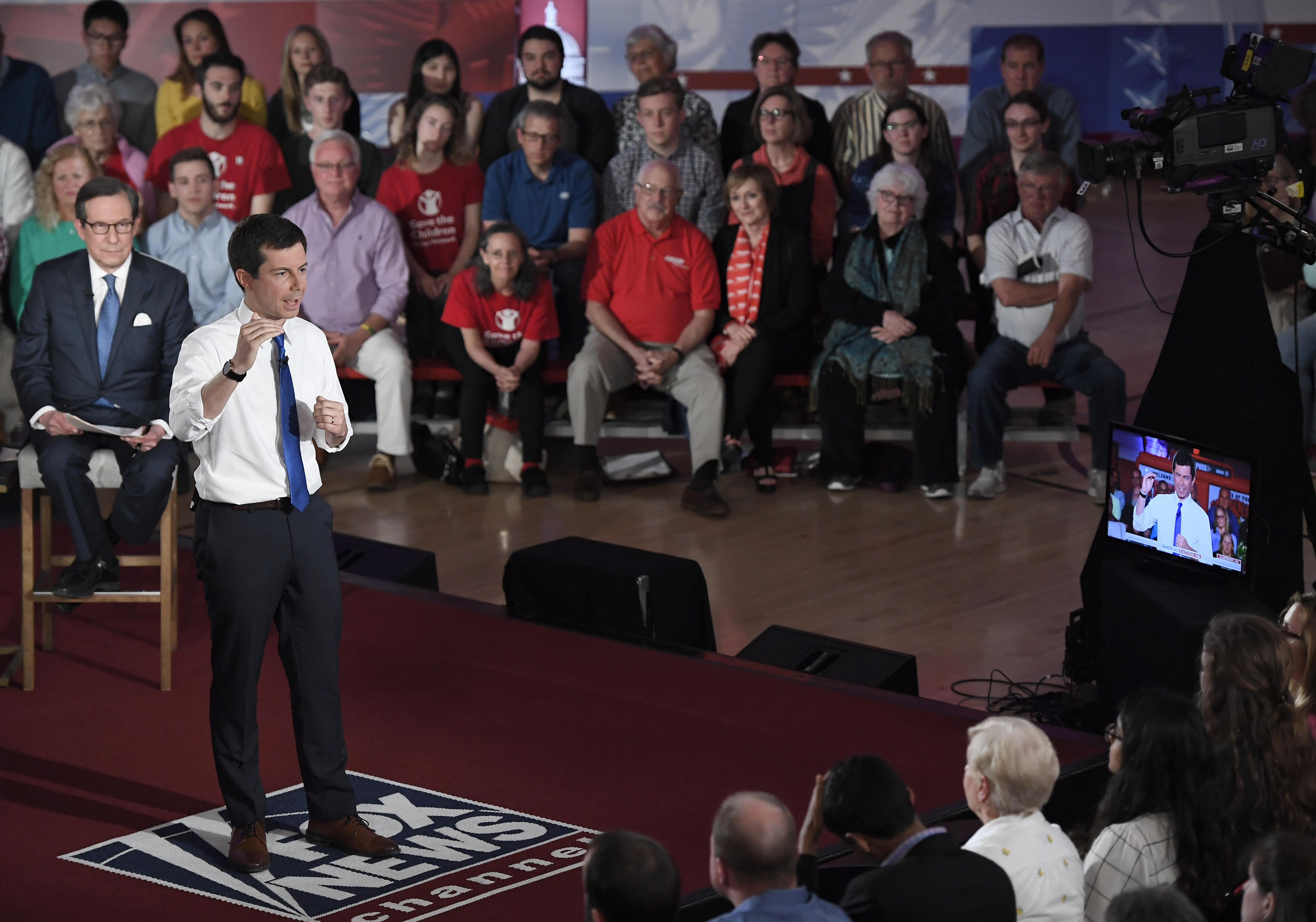 Most Democrats say it's appropriate for 2020 candidates to do Fox News town halls: poll