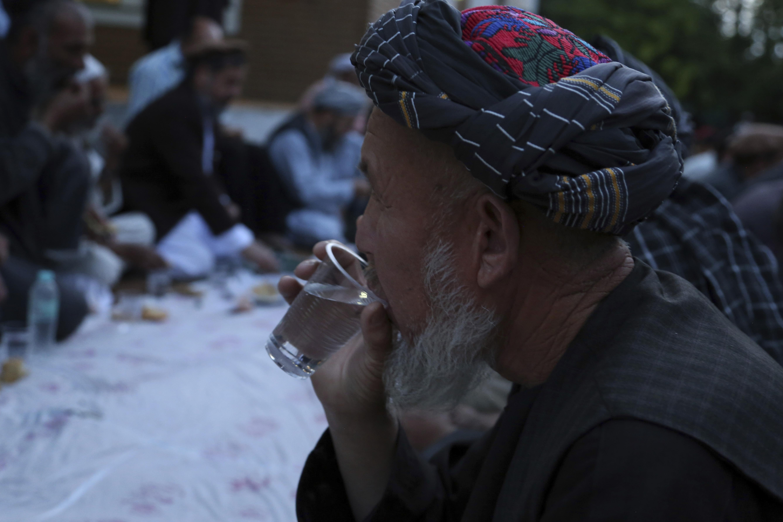 Afghan official: Gunmen hit Kabul checkpoint, kill 3 police