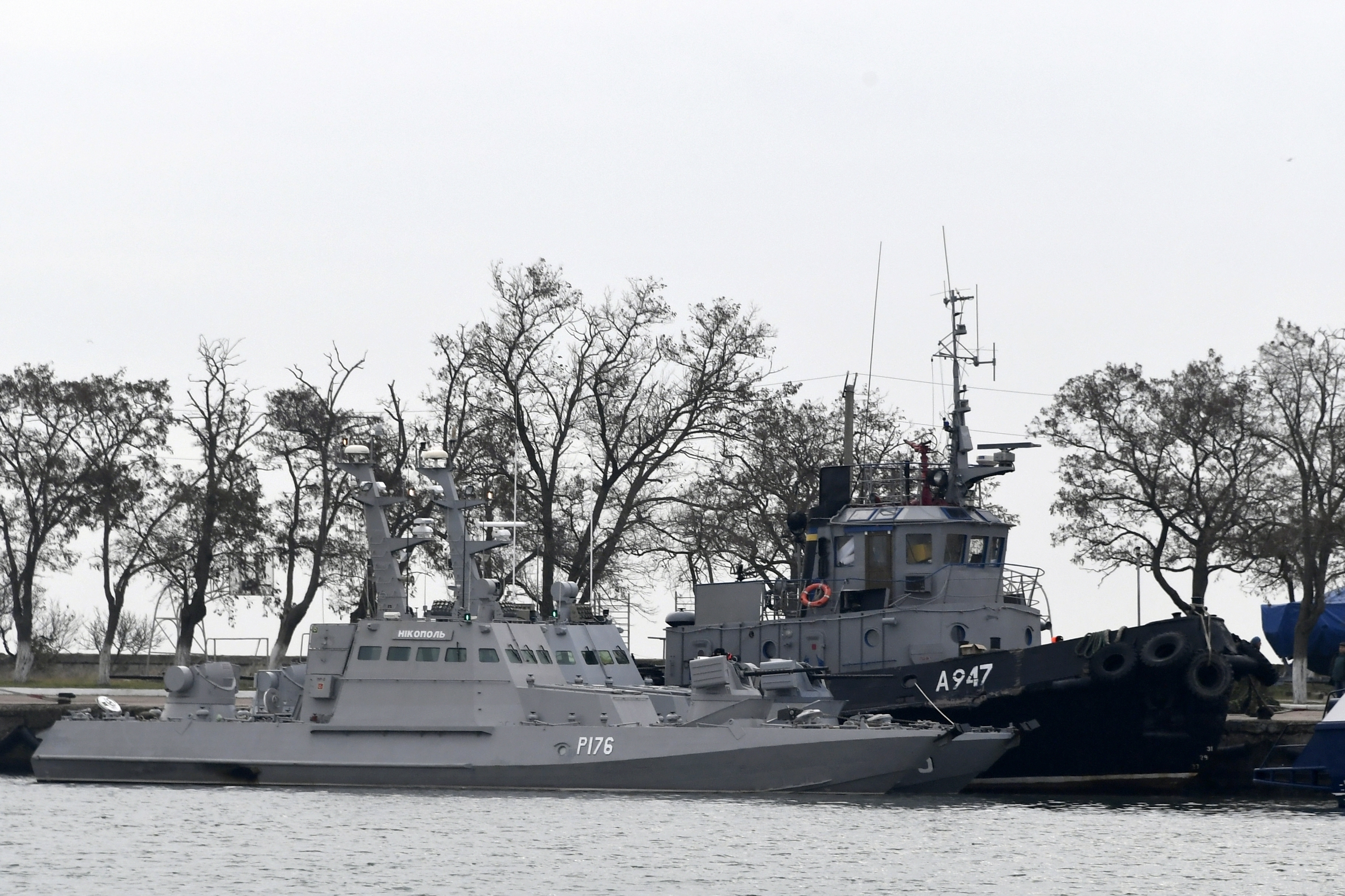 UN tribunal orders Moscow to release Ukrainian sailors, ships