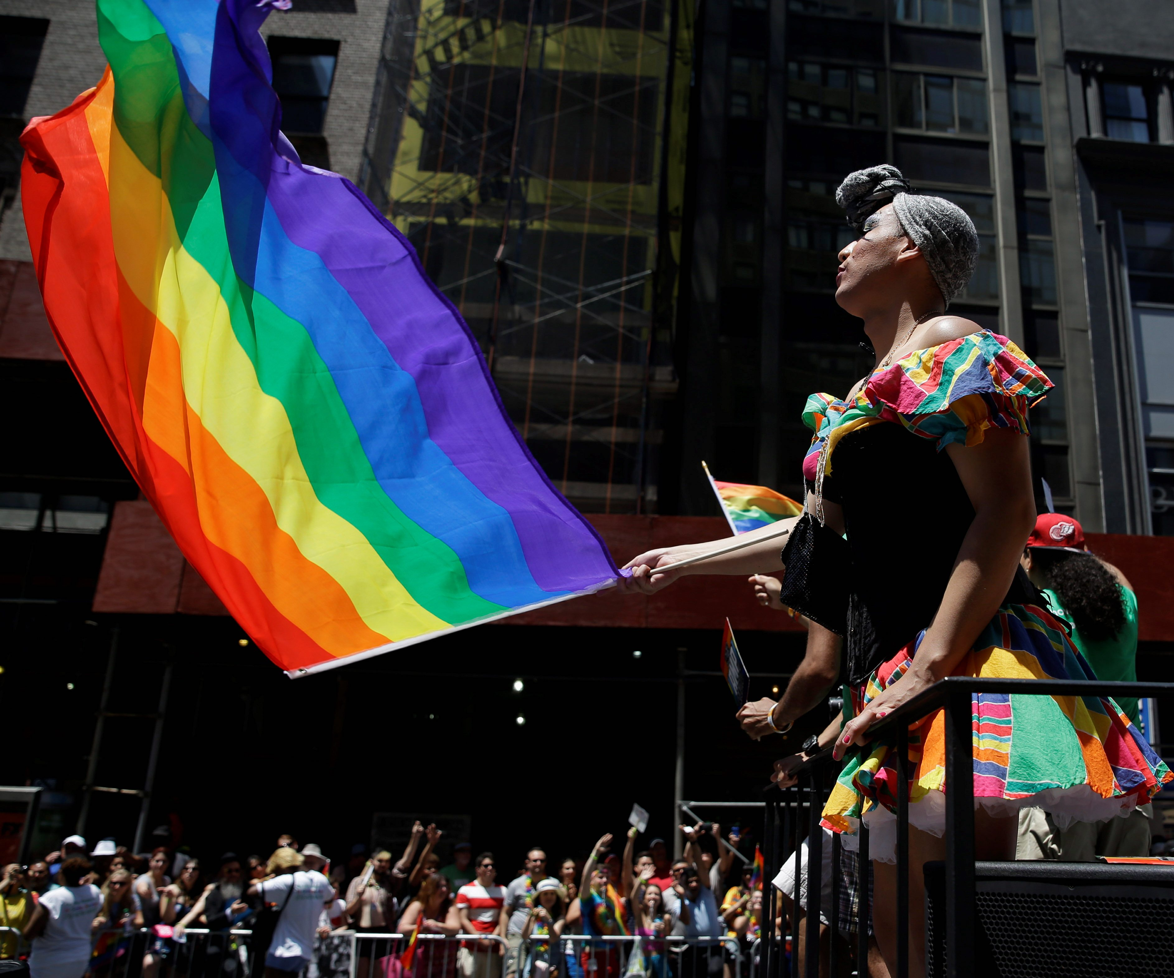 2020 Democrats working to better connect with LGBTQ voters