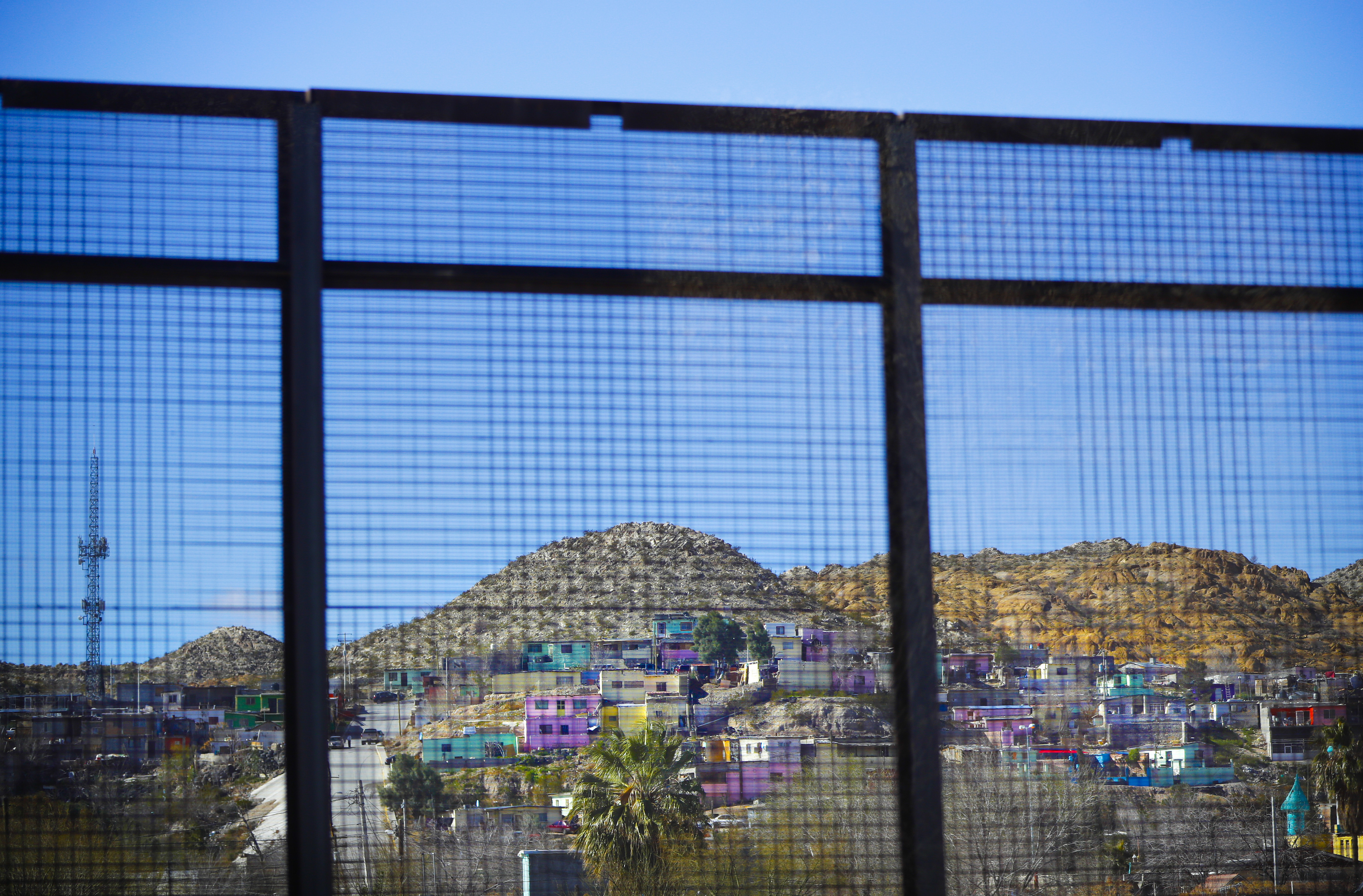 Migrants set fire, escape Ciudad Juarez immigration facility