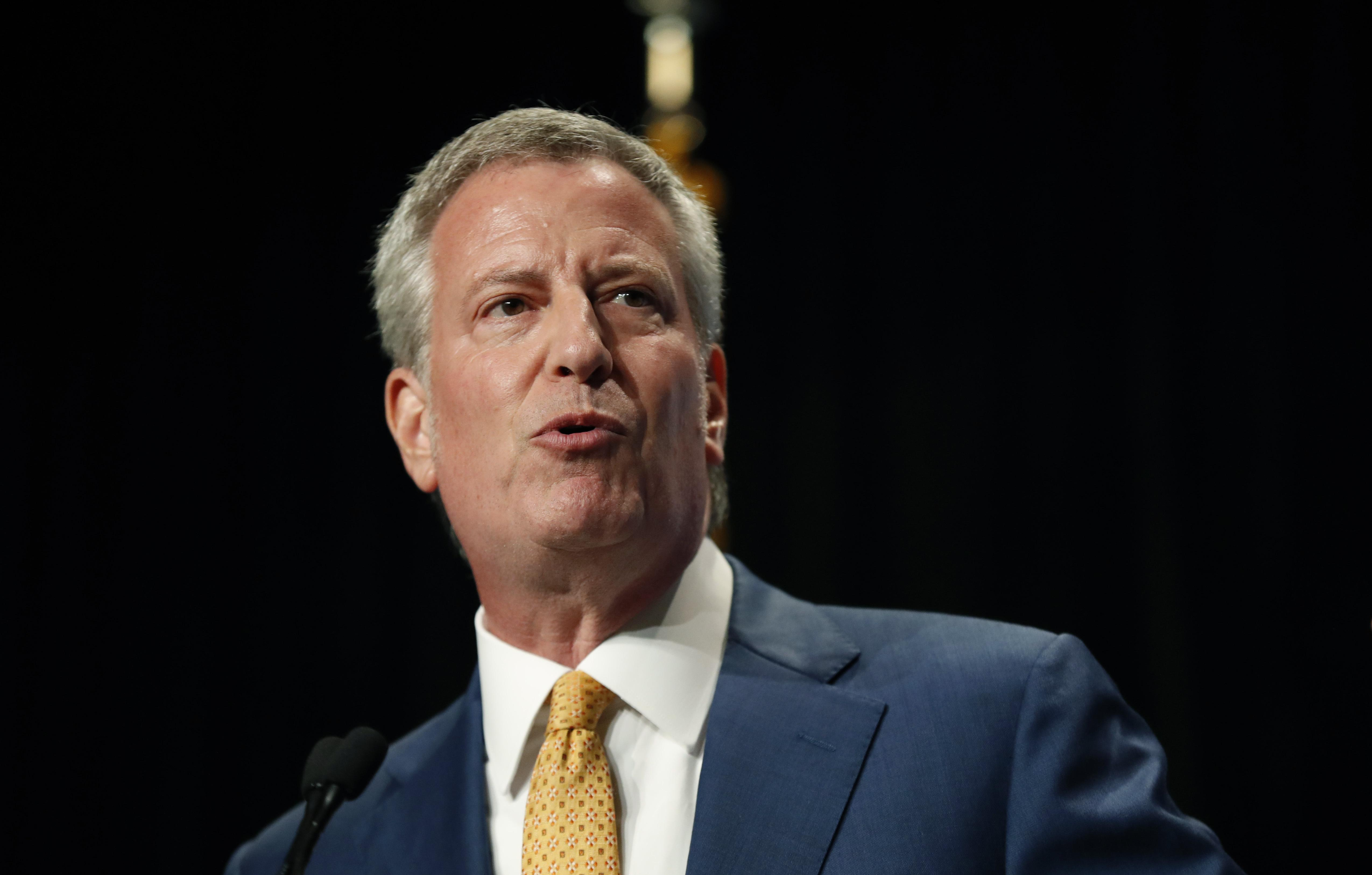 Bill de Blasio backs driver's licenses for illegal immigrants