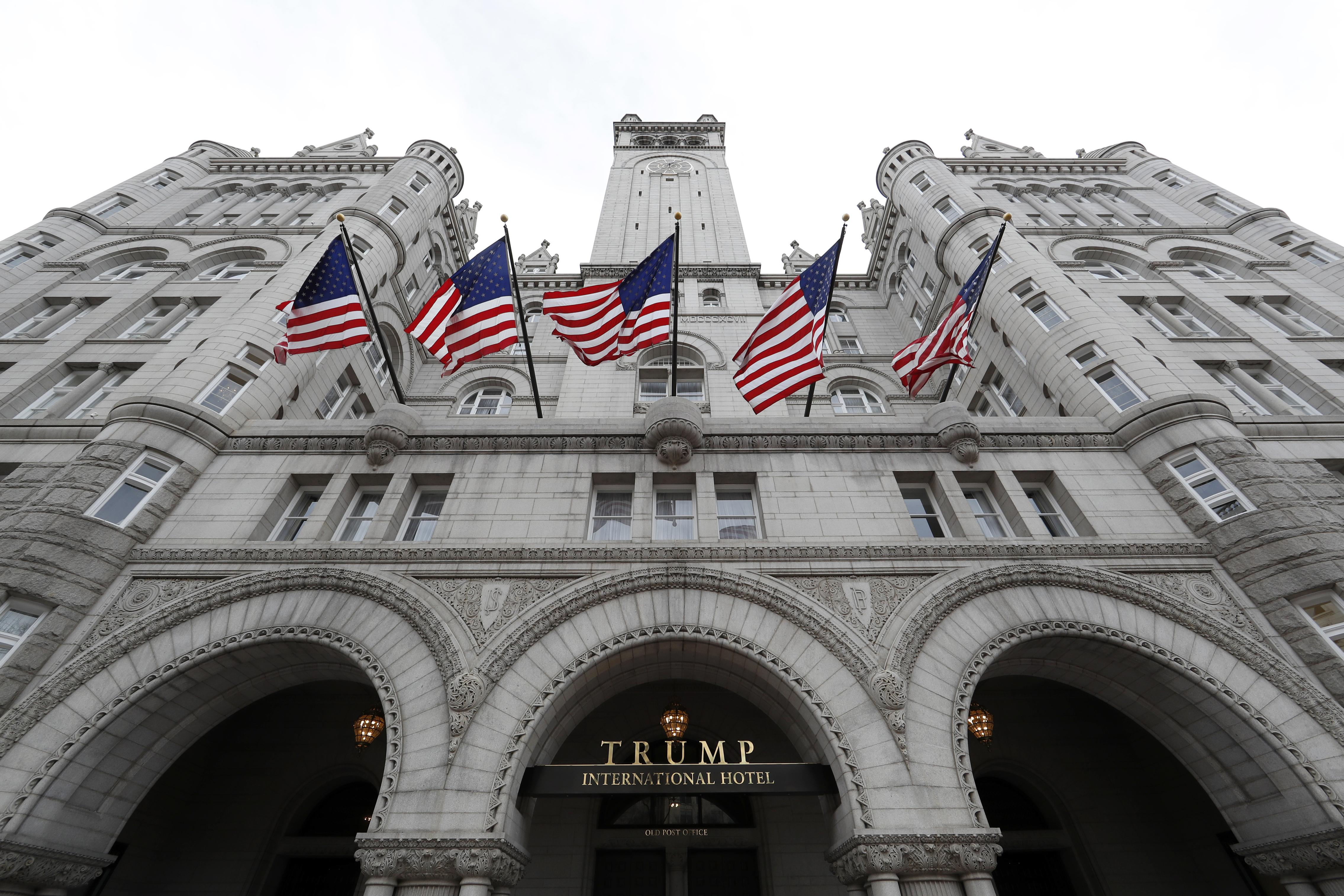 Appeals court to hold rehearing on Trump 'emoluments' lawsuit